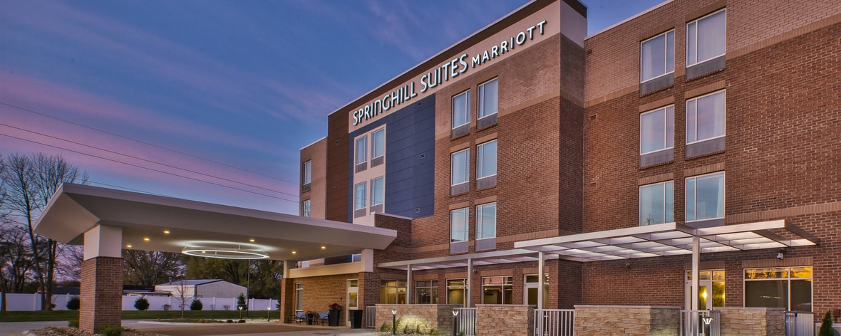 Hotel in Benton Harbor, MI With Indoor Pool | SpringHill Suites