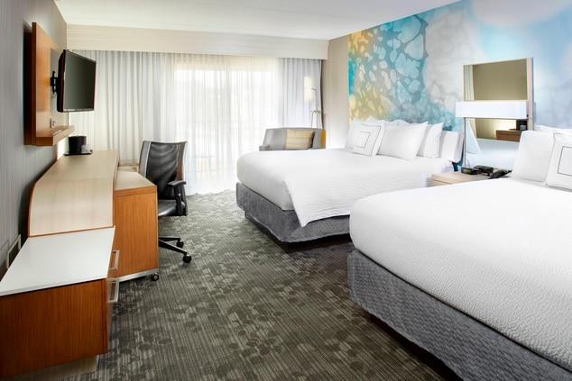 Guest Room, Queen Beds