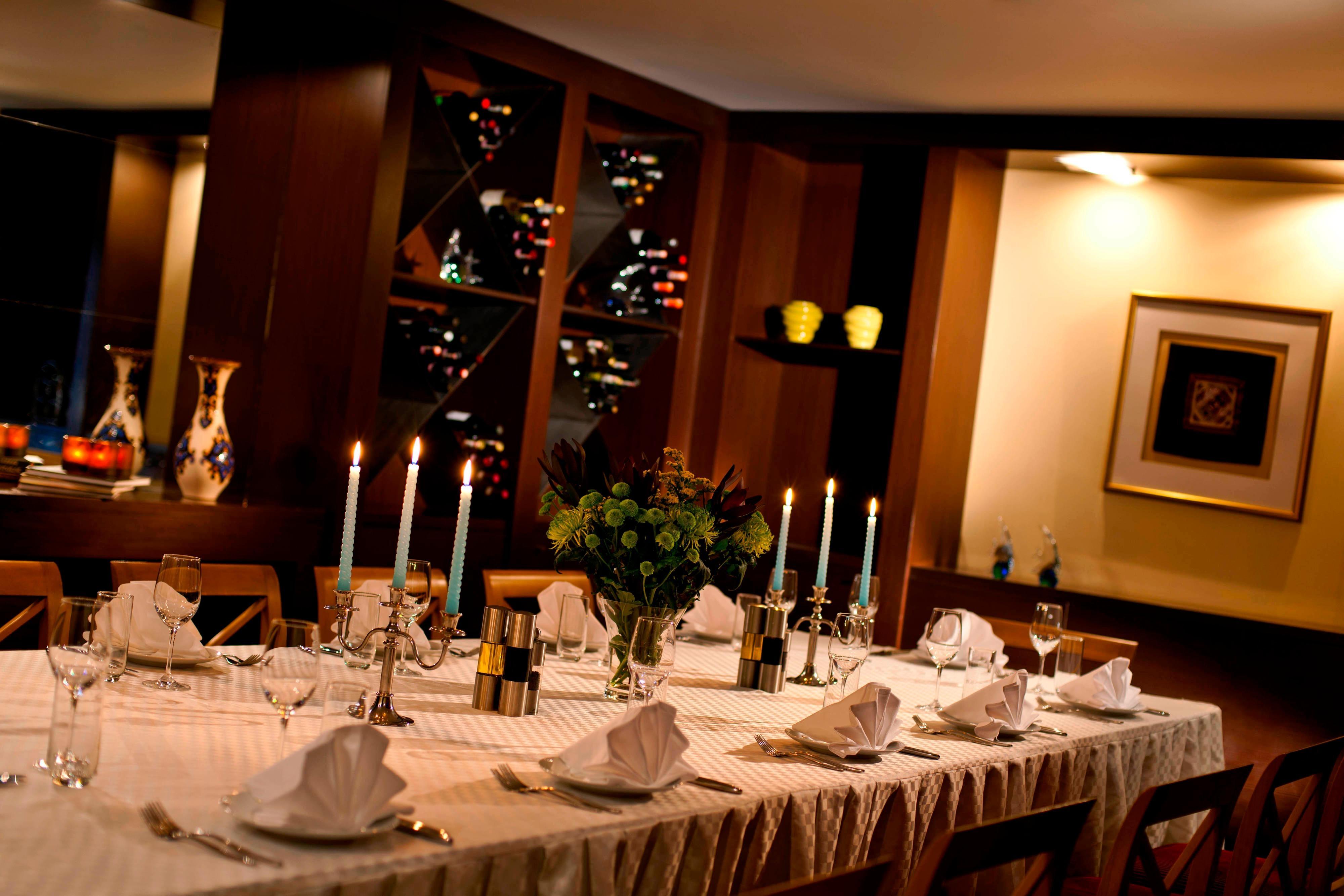 Отдельная столоваякомната в отеле Renaissance(Актау)