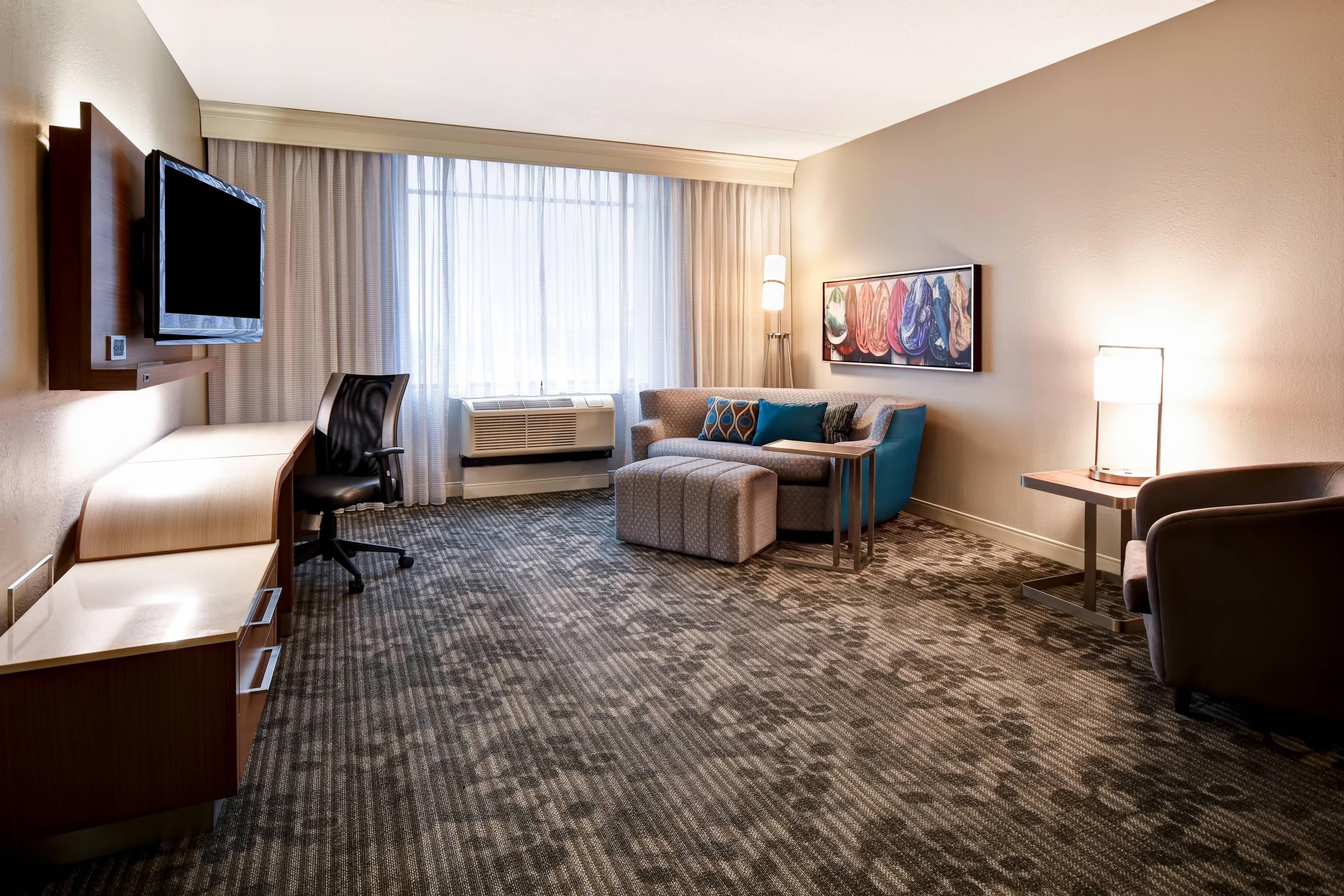 Suite mit Kingsize Bett – Wohnbereich