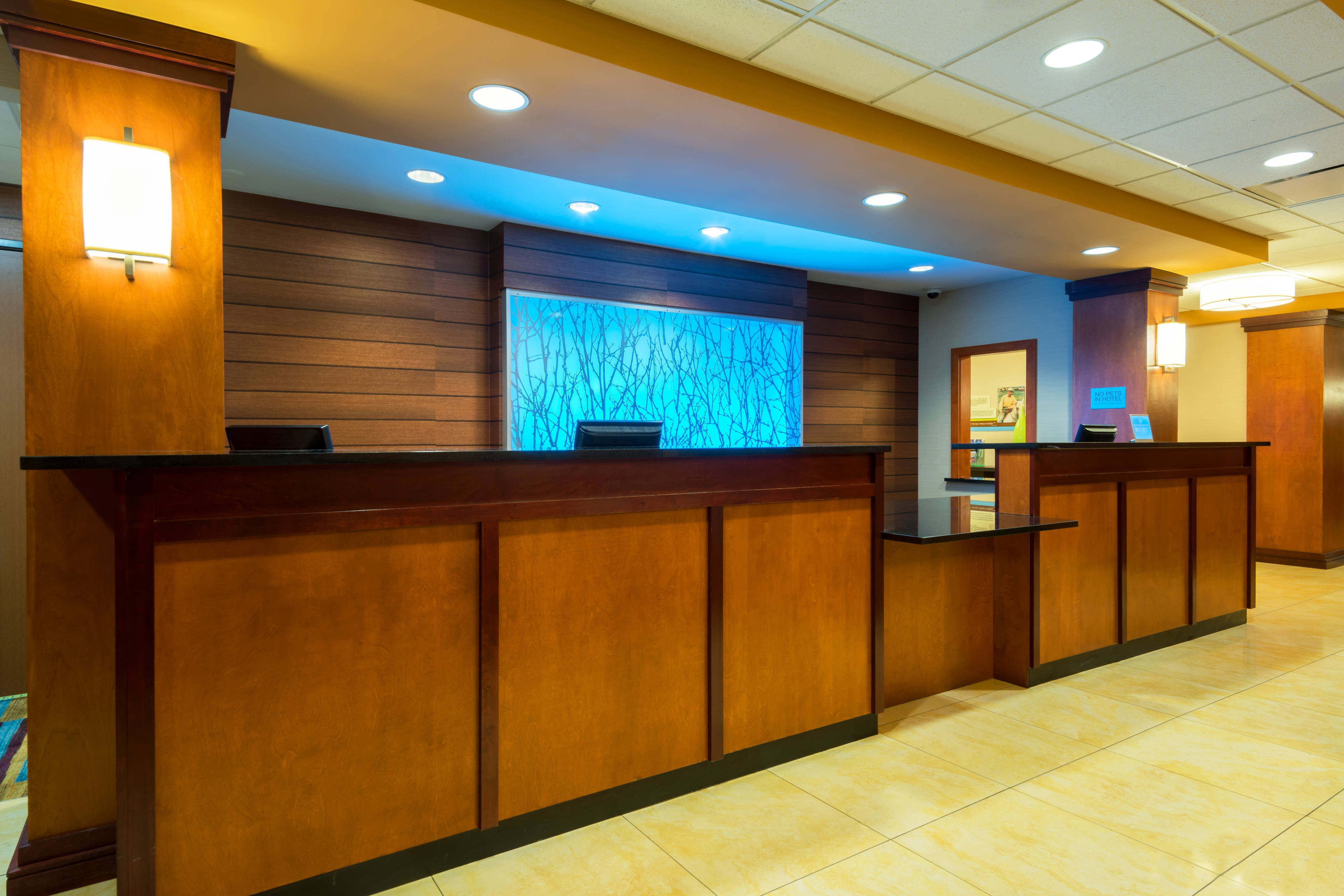 Downtown Louisville Hotel Front Desk