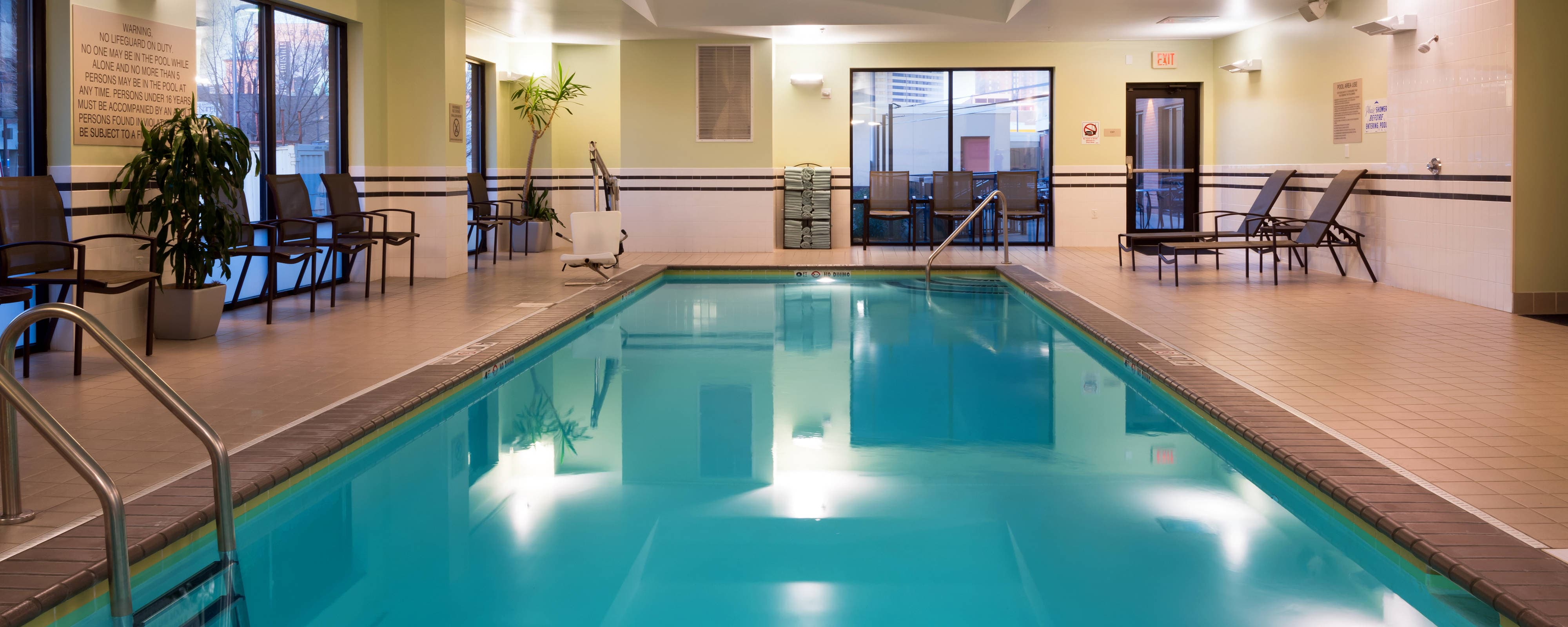 Downtown Louisville Hotel Pool