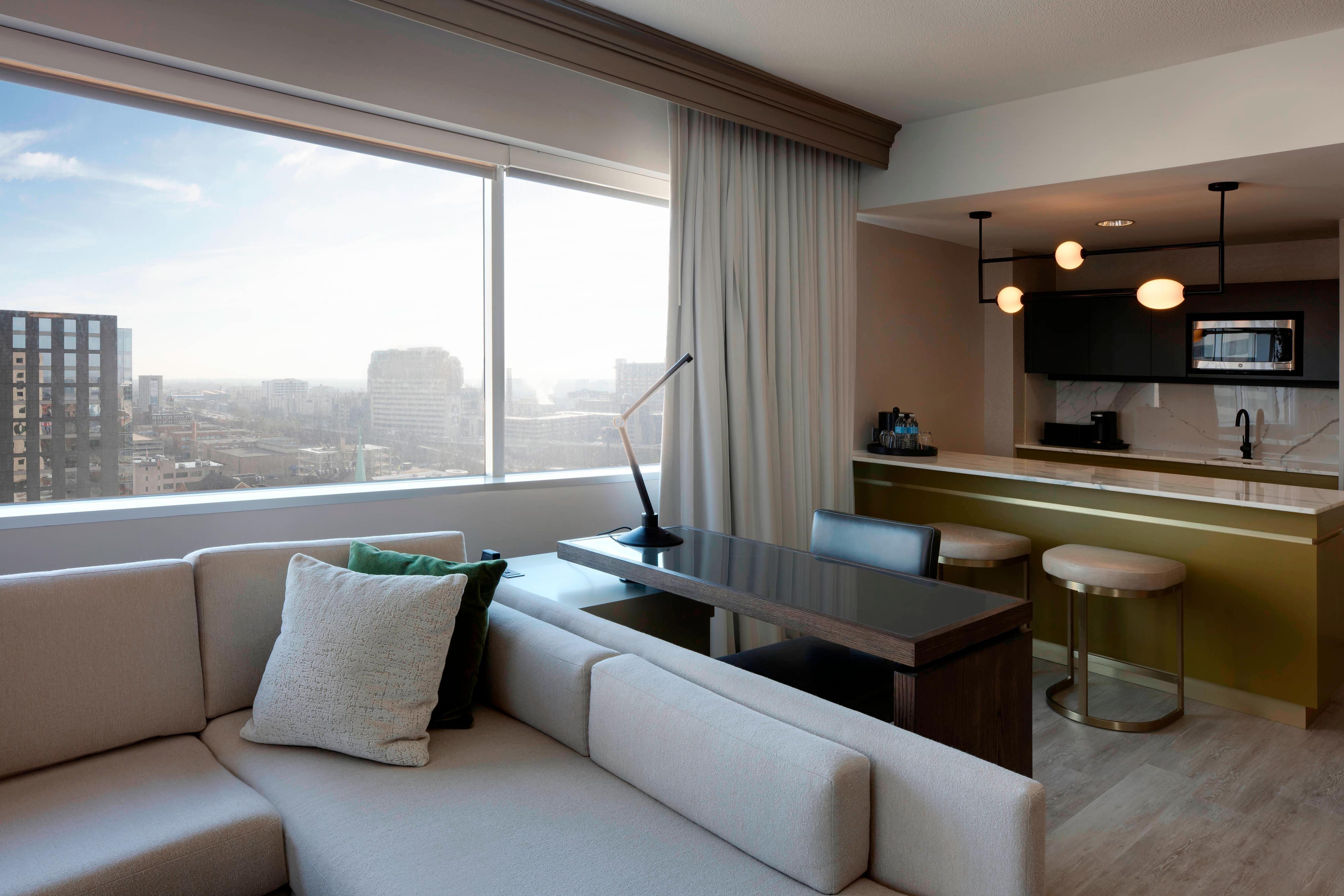 Marriott Suite - Parlor