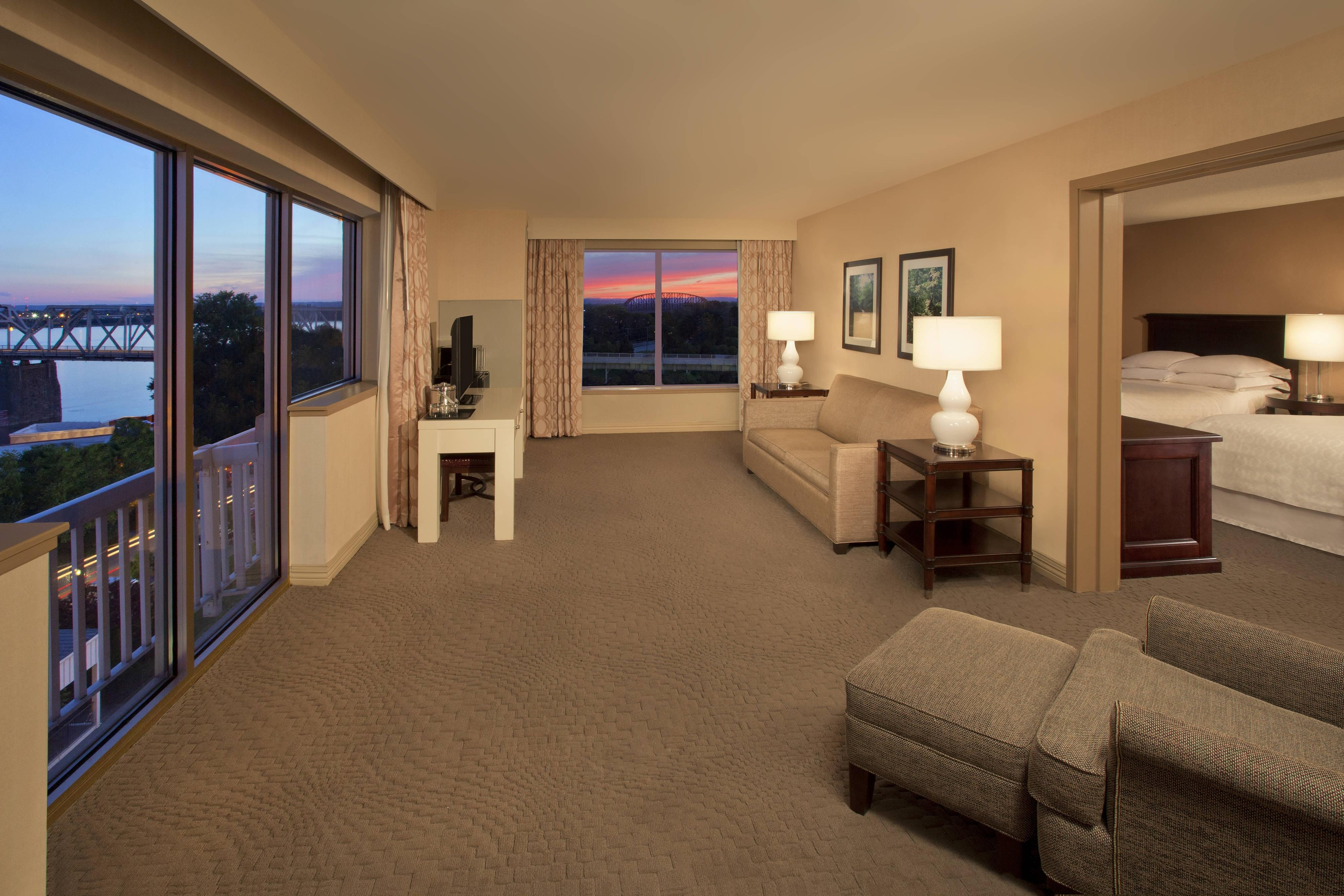 Queen/Queen Suite - Living Room with View