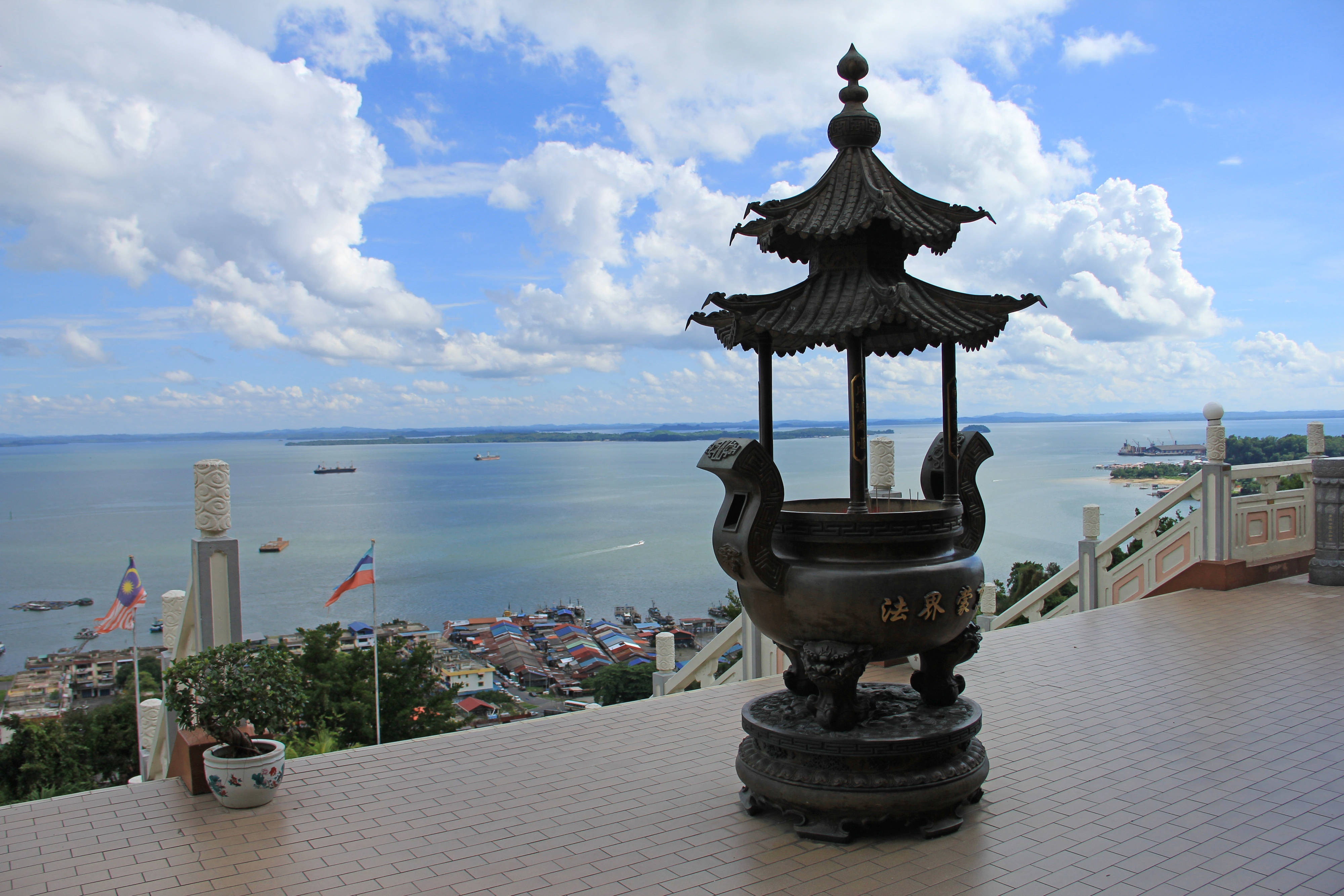 Spectacular View from Puu Jih Shih Temple
