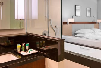 Executive Deluxe Club Room - Bathroom