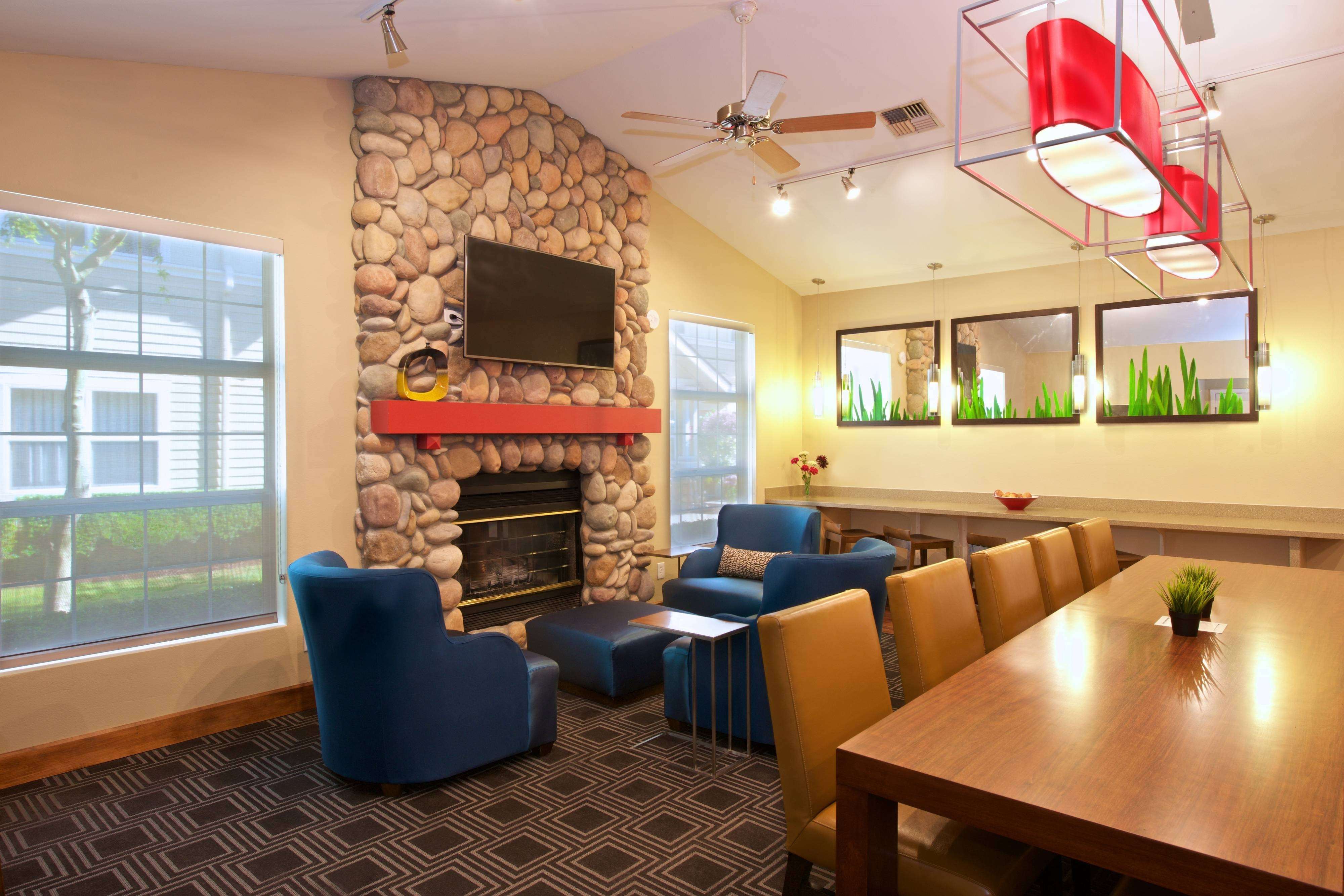 Lobby Fireplace Extended-Stay Hotel Kent WA