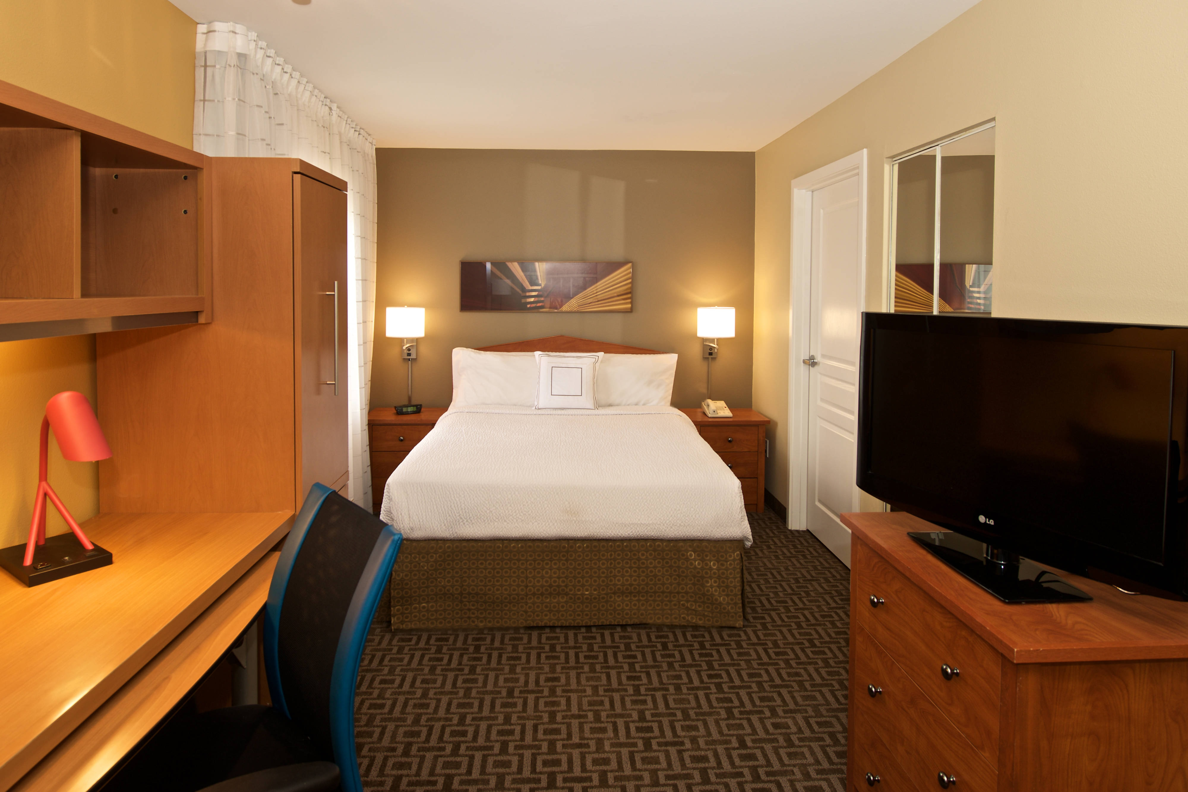 Southcenter Marriott Studio Suite With Queen Bed