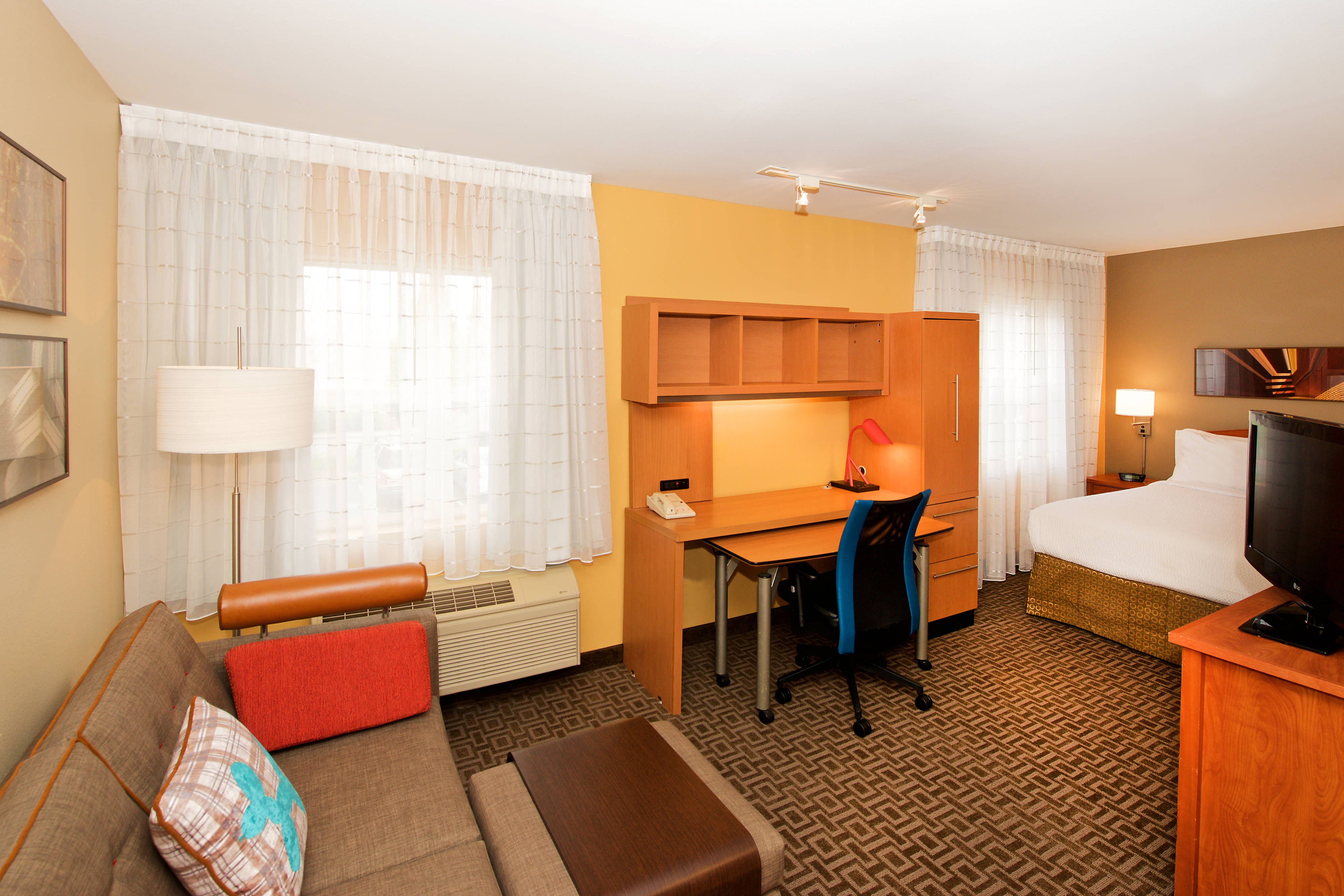 Kent WA Marriott Suites With Work and Living Area