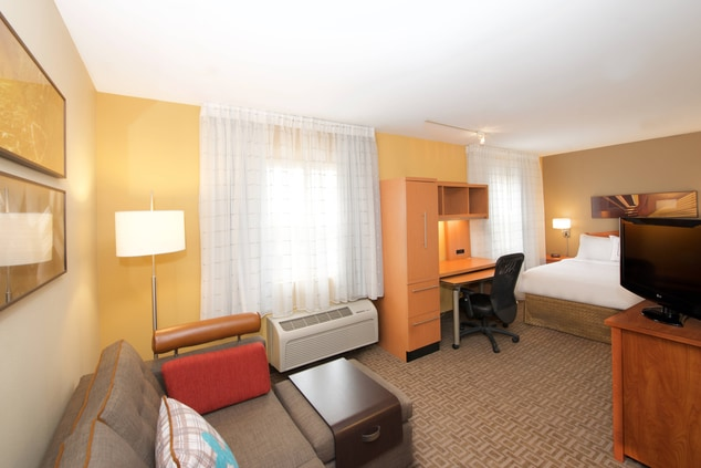 Studio King - TownePlace Suites Everett