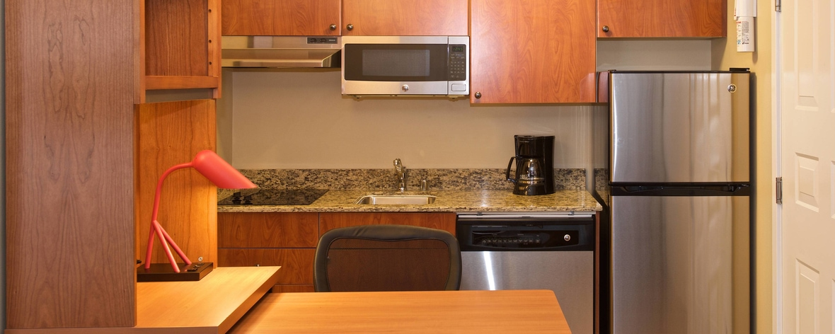 Cocina de la suite Studio King - TownePlace Suites Seattle Everett/Mukilteo