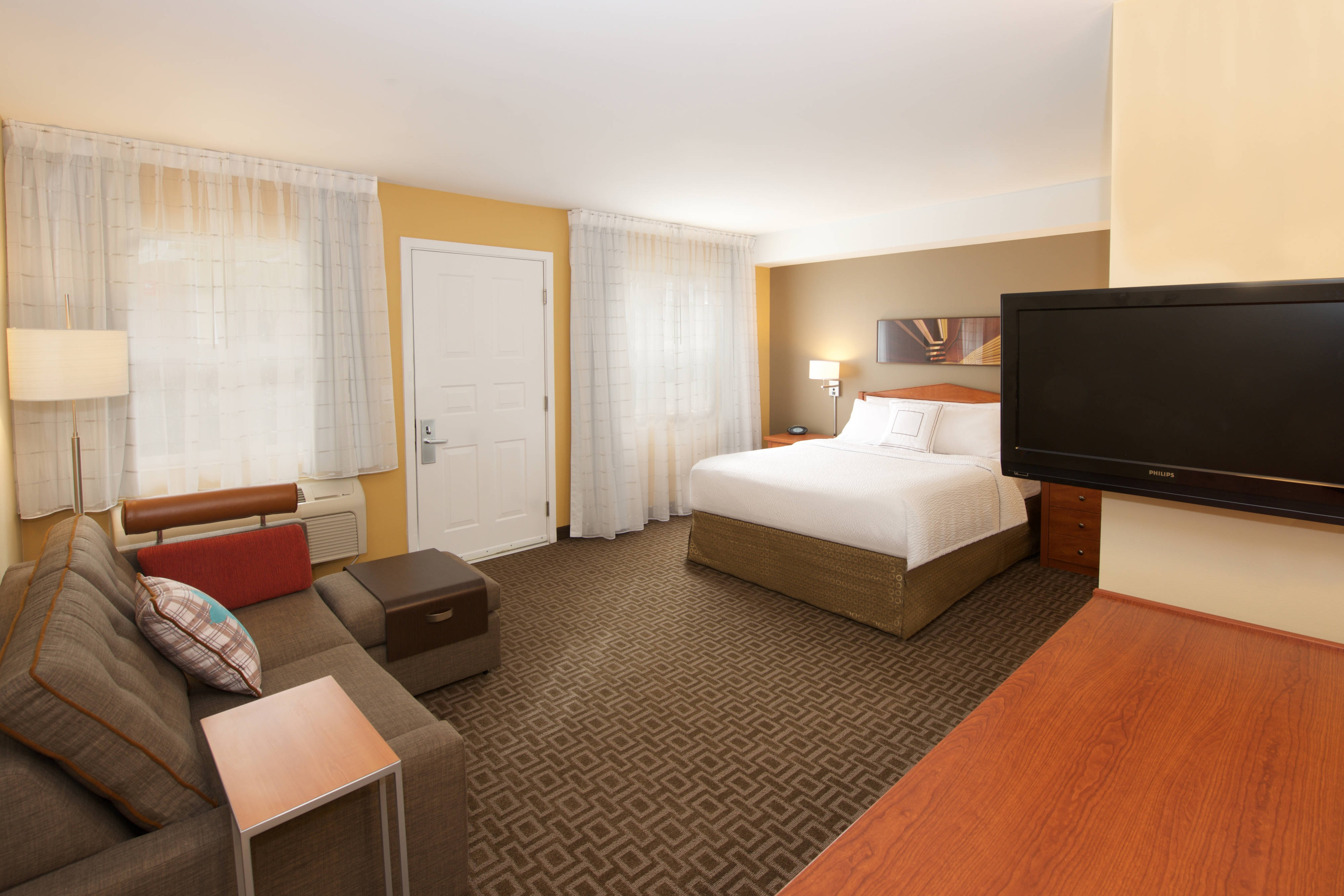 Queen Studio-extended stay hotel