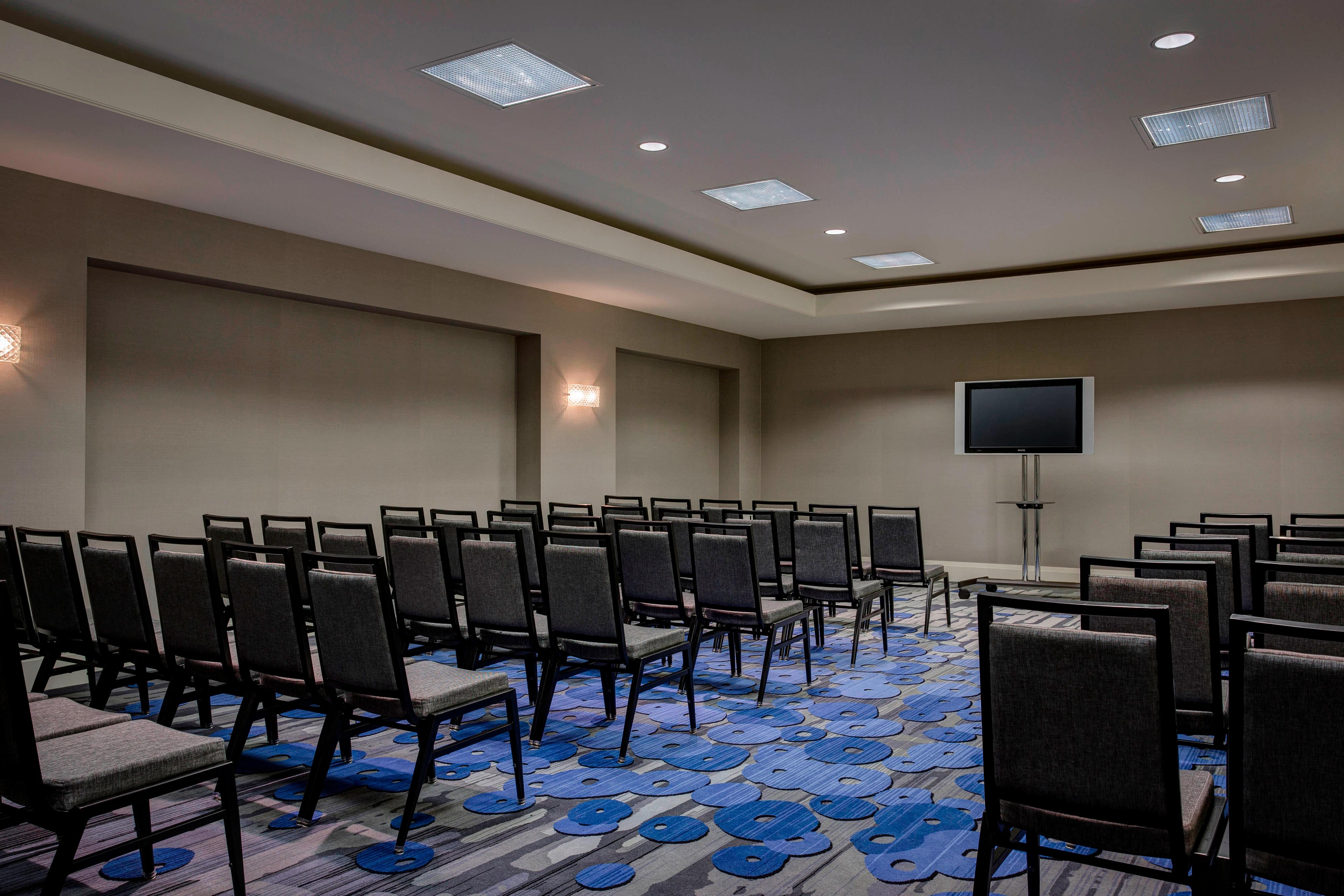 Classroom-Style Meeting Room