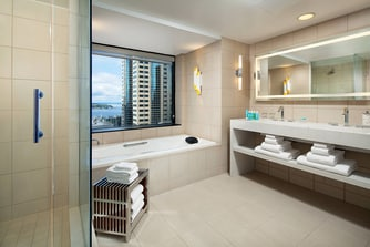 E Wow Suite - Bathroom