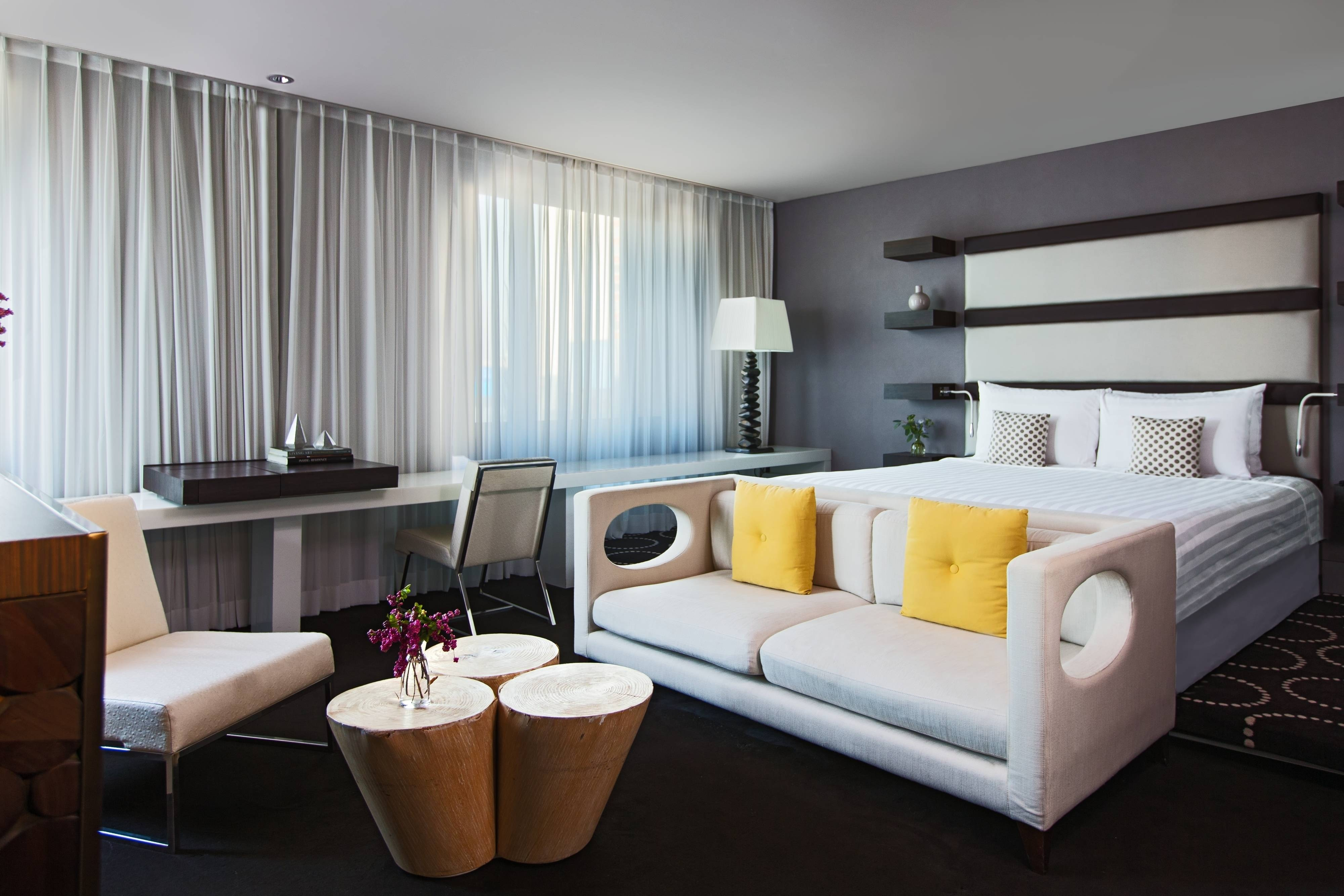 With a grand window occupying more than half of the wall, the Plaza Suite radiates sheer warmth and beauty with its alluring prism-like quality.