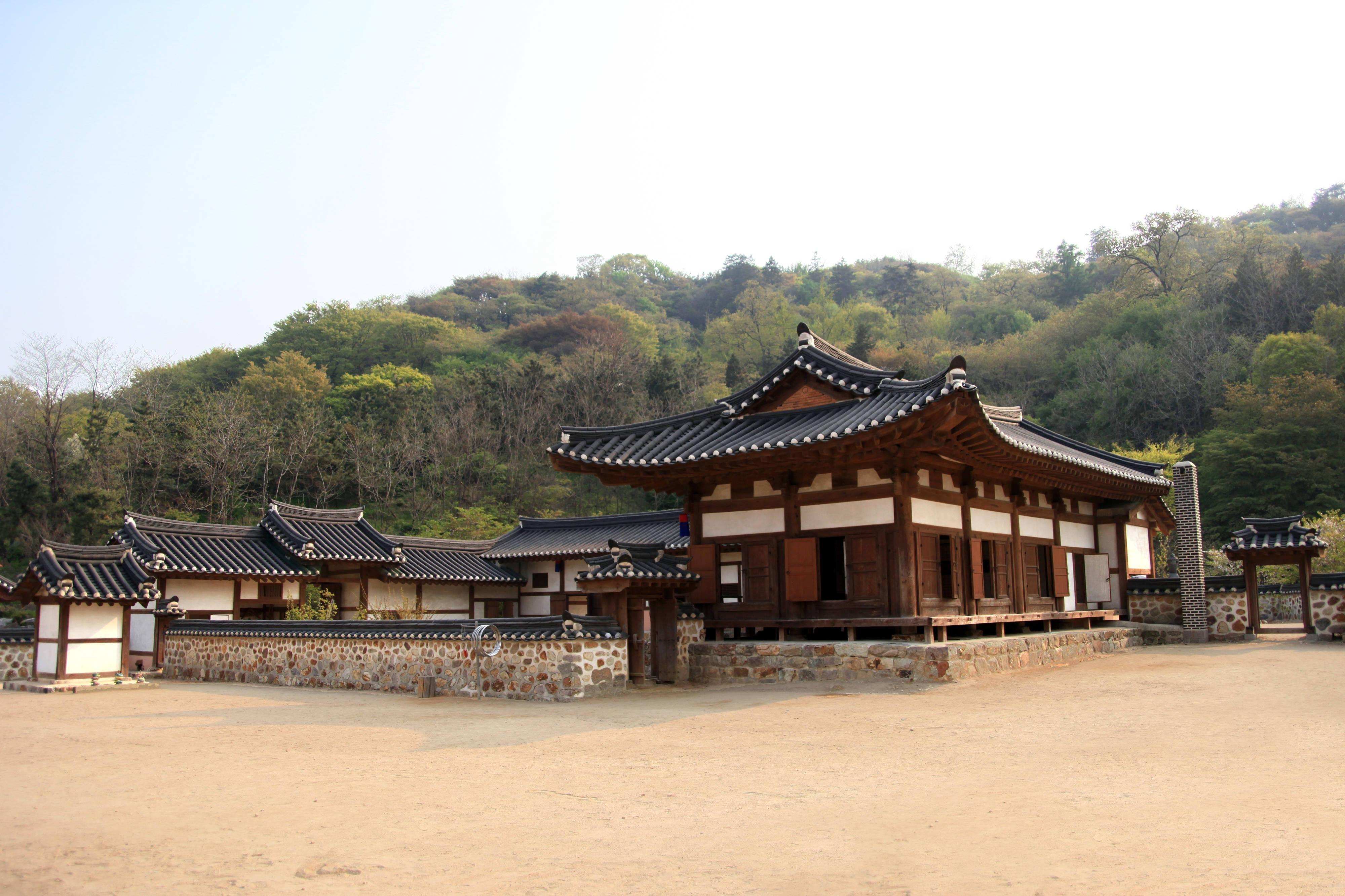 Weolmi Park - Korean Traditional House