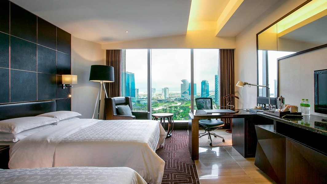 Club Deluxe 2 Double Beds Room Park View 1