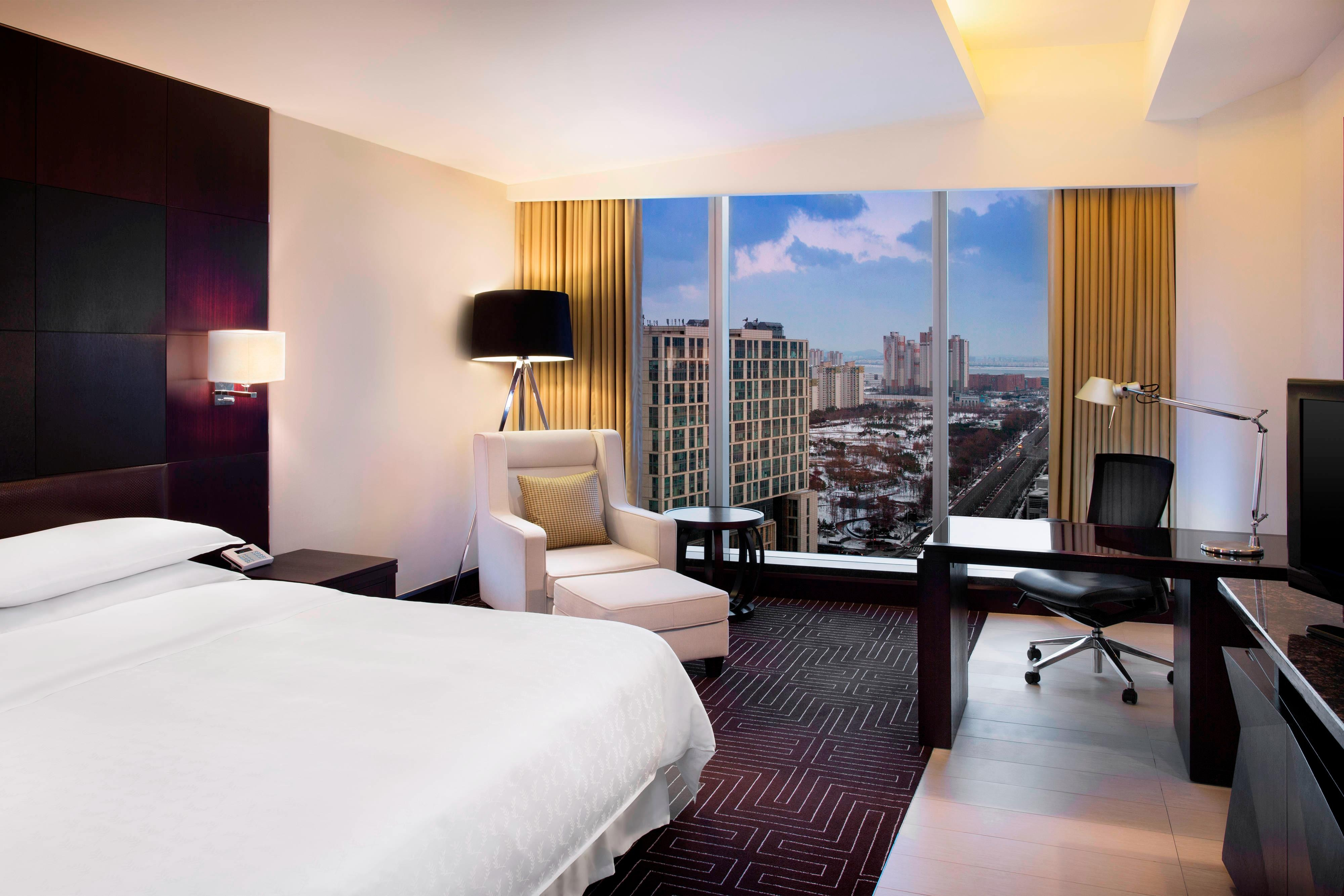 Deluxe King Room - City View