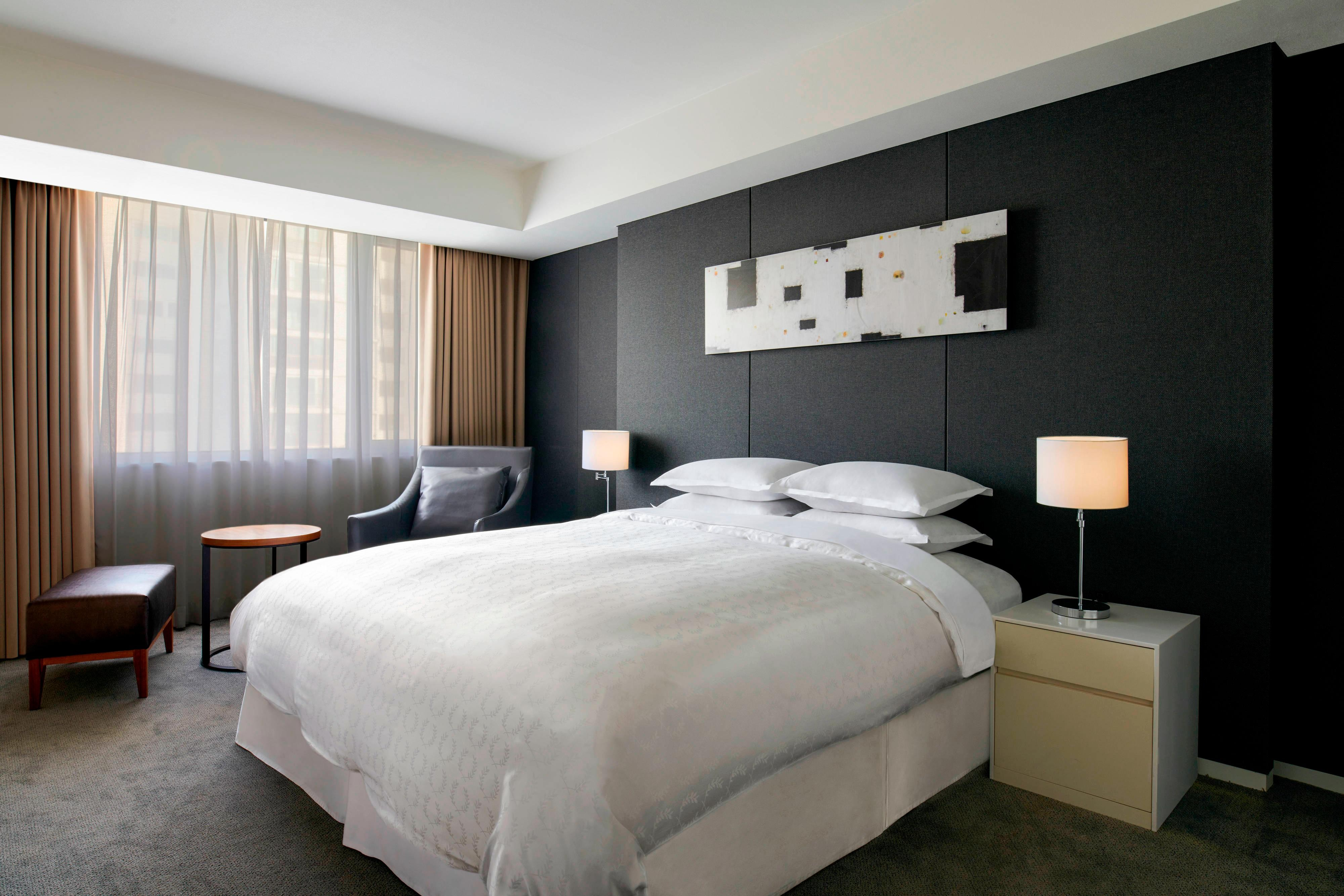 Club King Guest Room