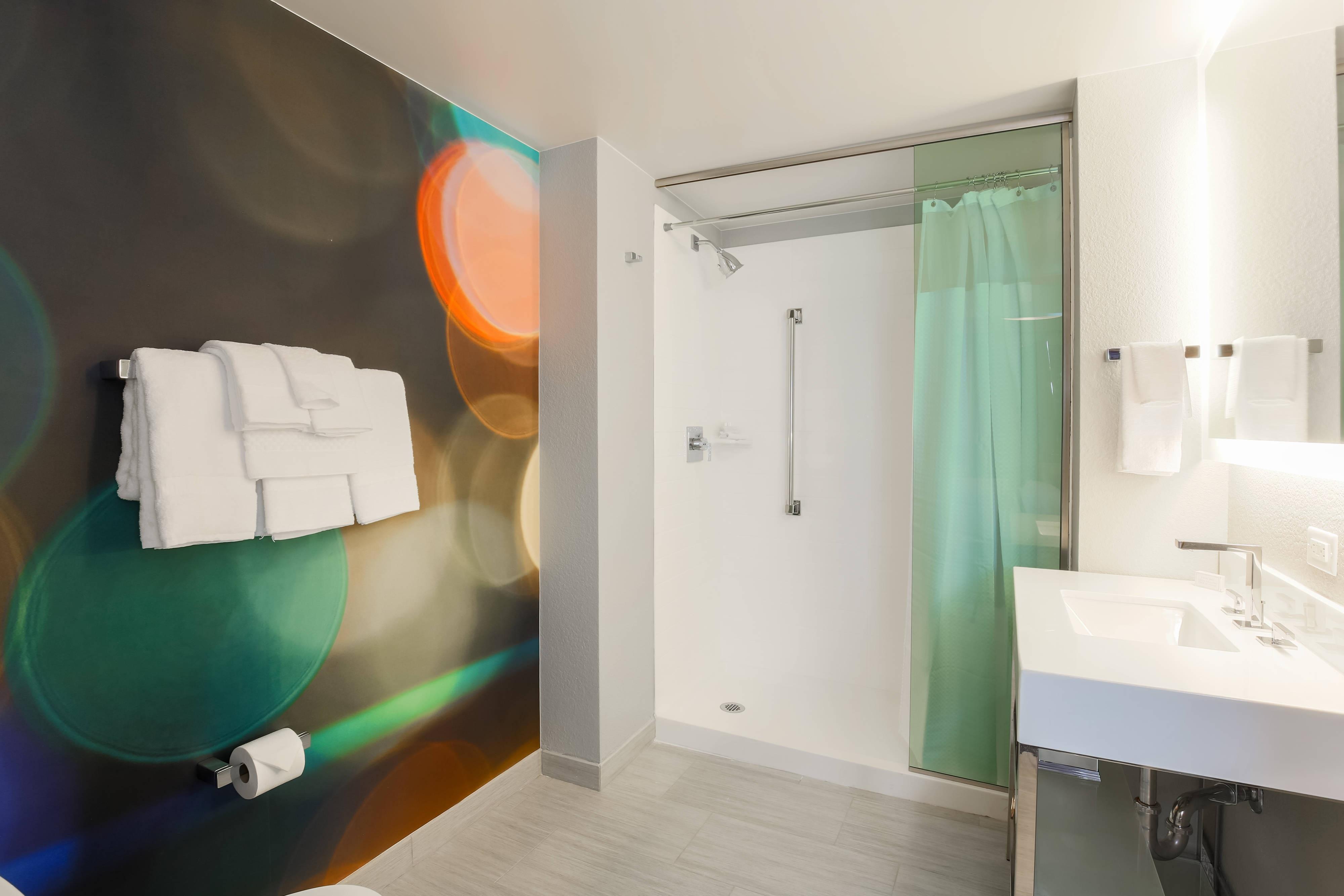 Baño con facilidades para personas con necesidades especiales