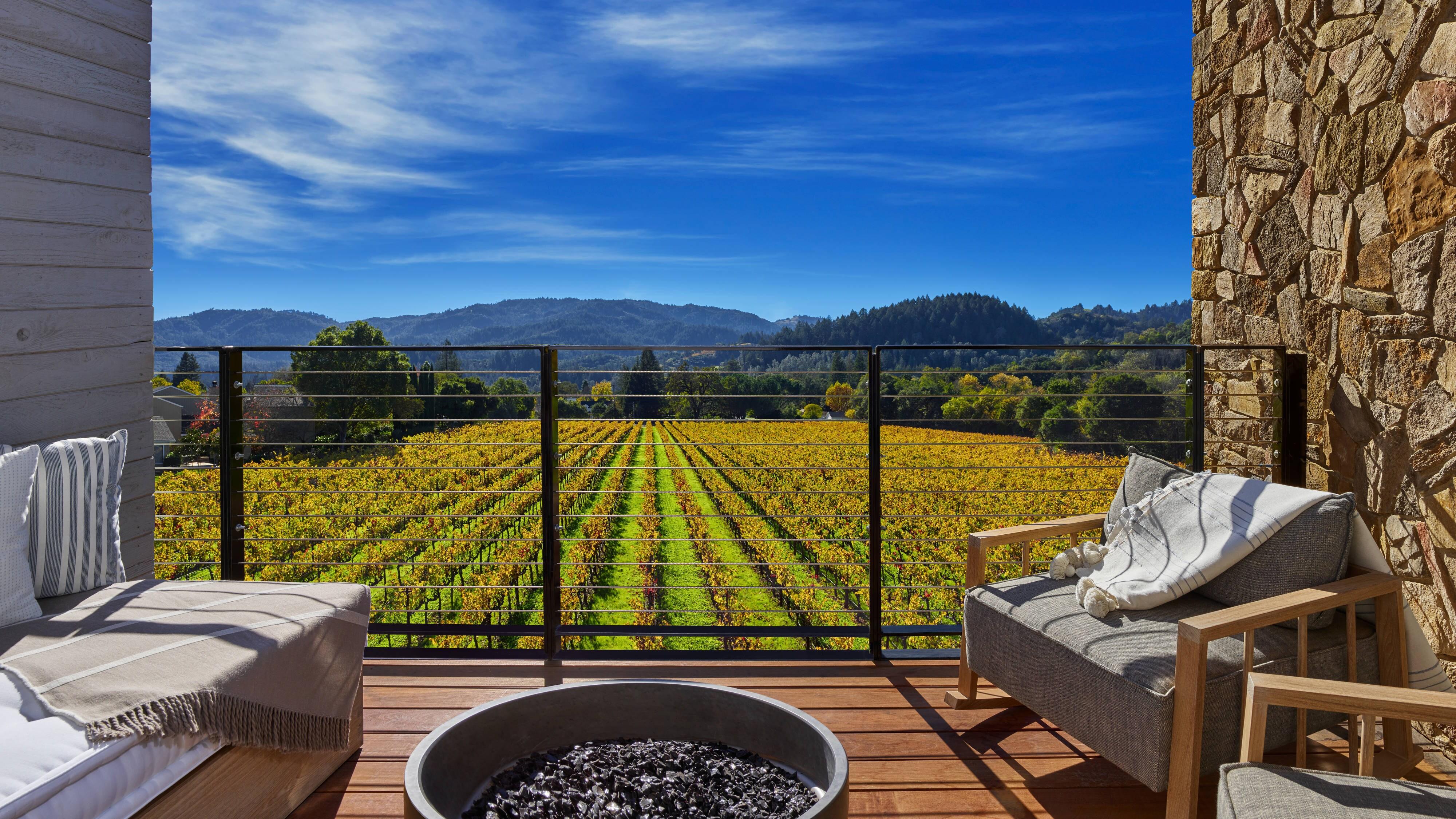 Deluxe King Vineyard View Deck