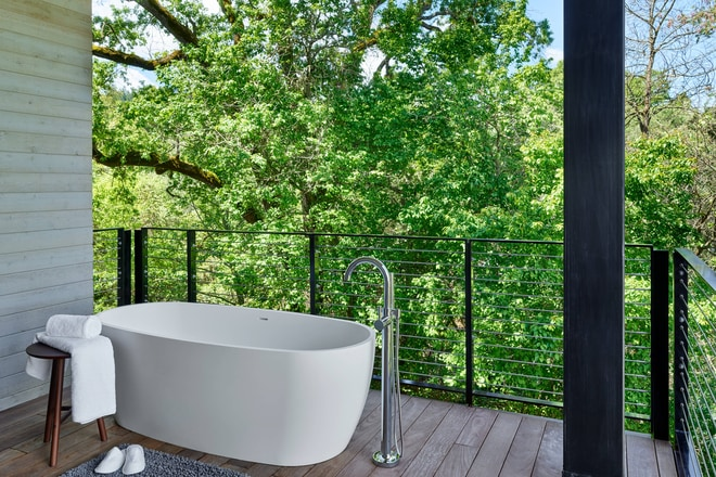 One-Bedroom Accessible Suite - Terrace SoaKing Tub