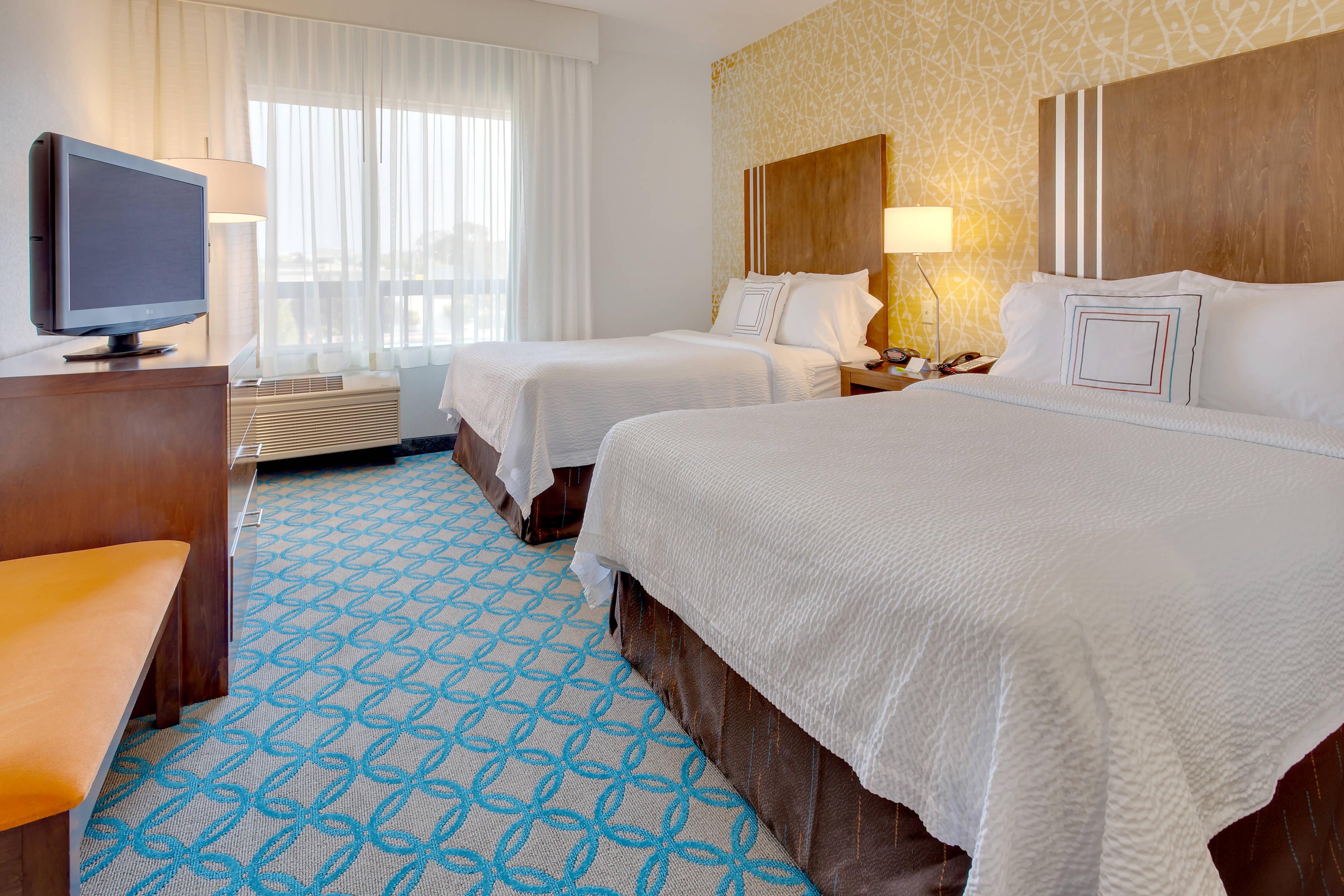 Gästezimmer mit zwei Doppelbetten – Schlafbereich