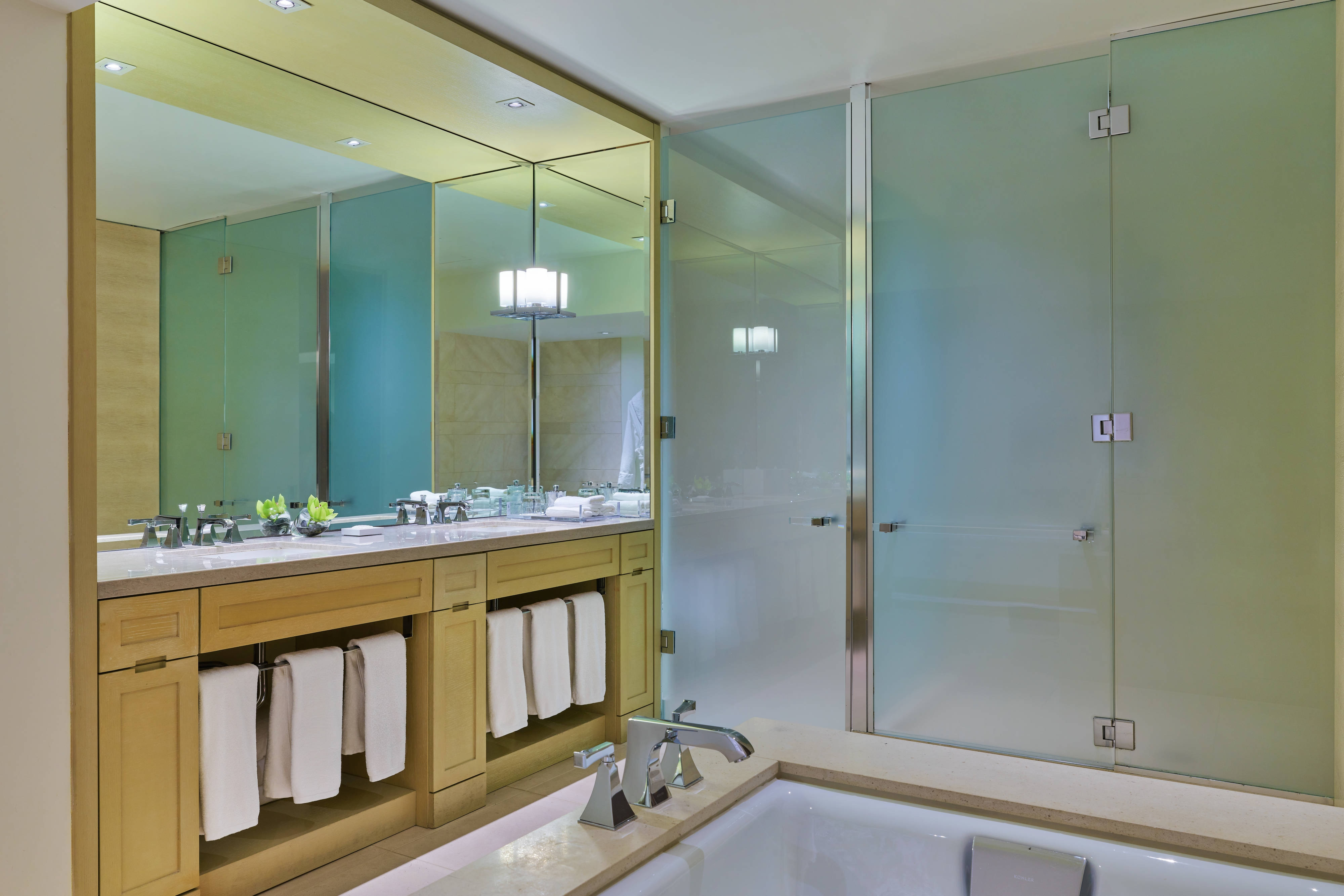 Metropolitan Suite bathroom