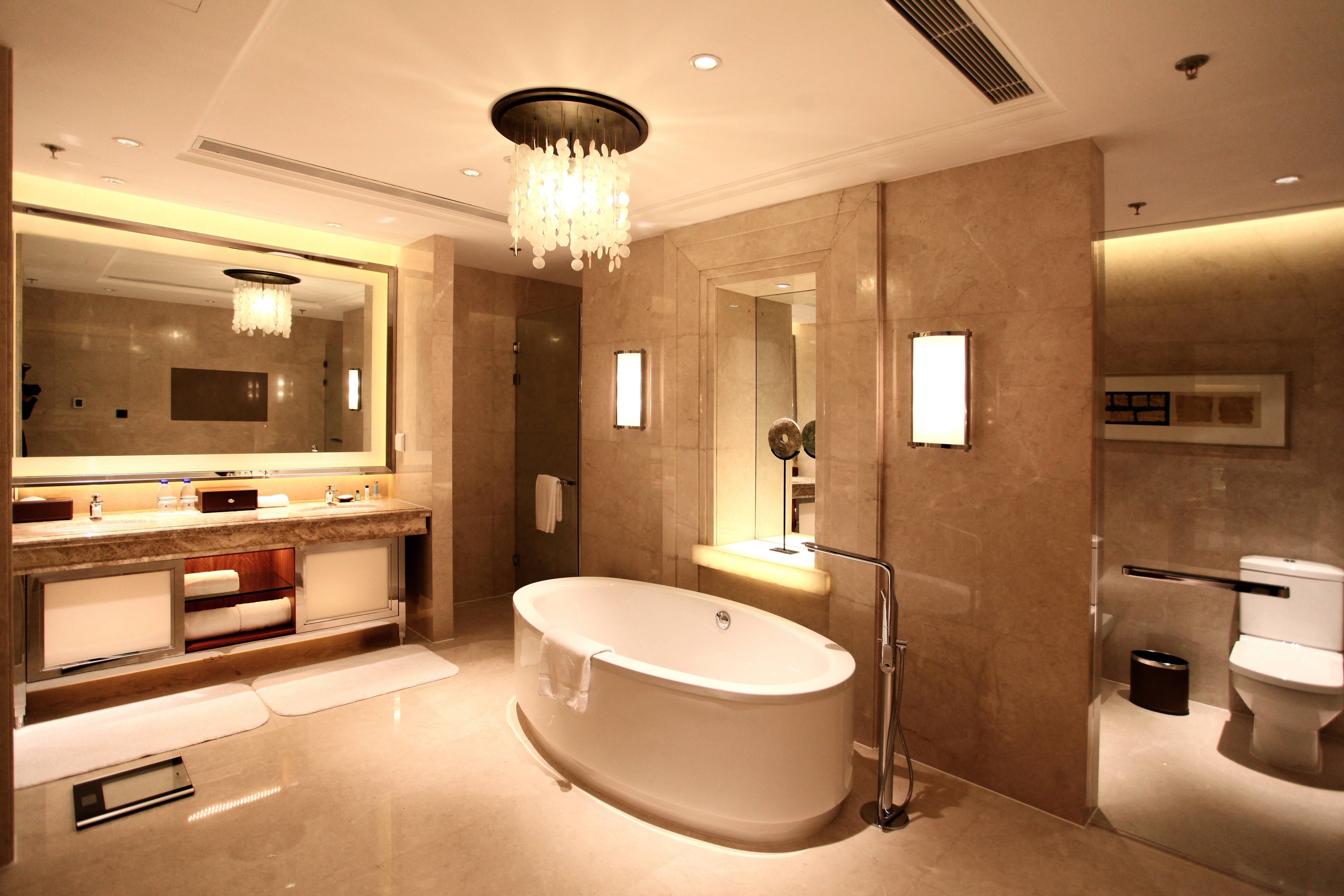 Shanghai luxury suite bathroom