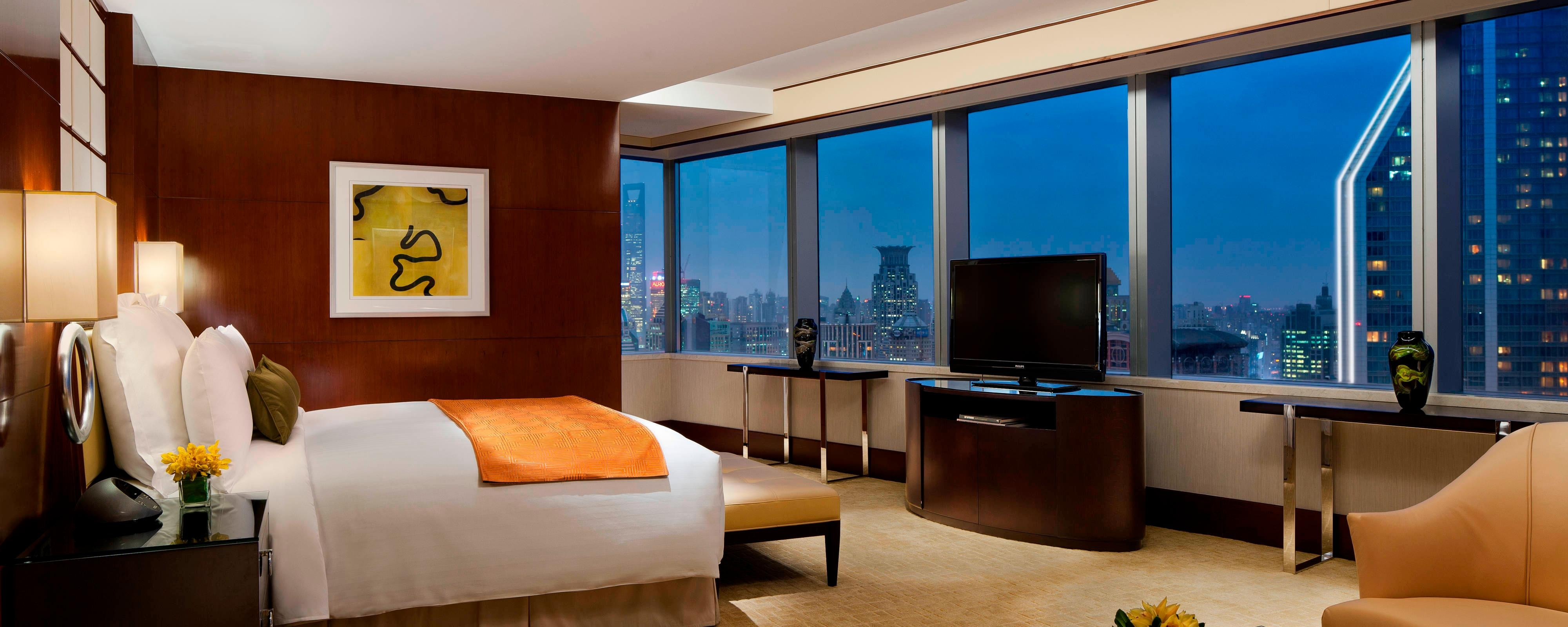 Shanghai river view suite