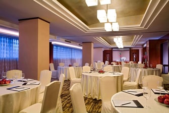 HuangPu River Meeting Room with Group Discussion Setup
