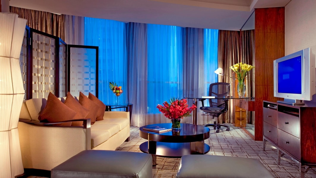 Premier Suite - Living Room with City