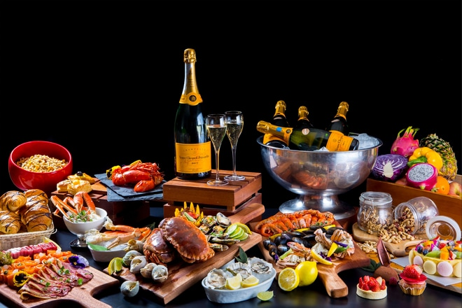 Sunday Brunch - Champagne and Dishes