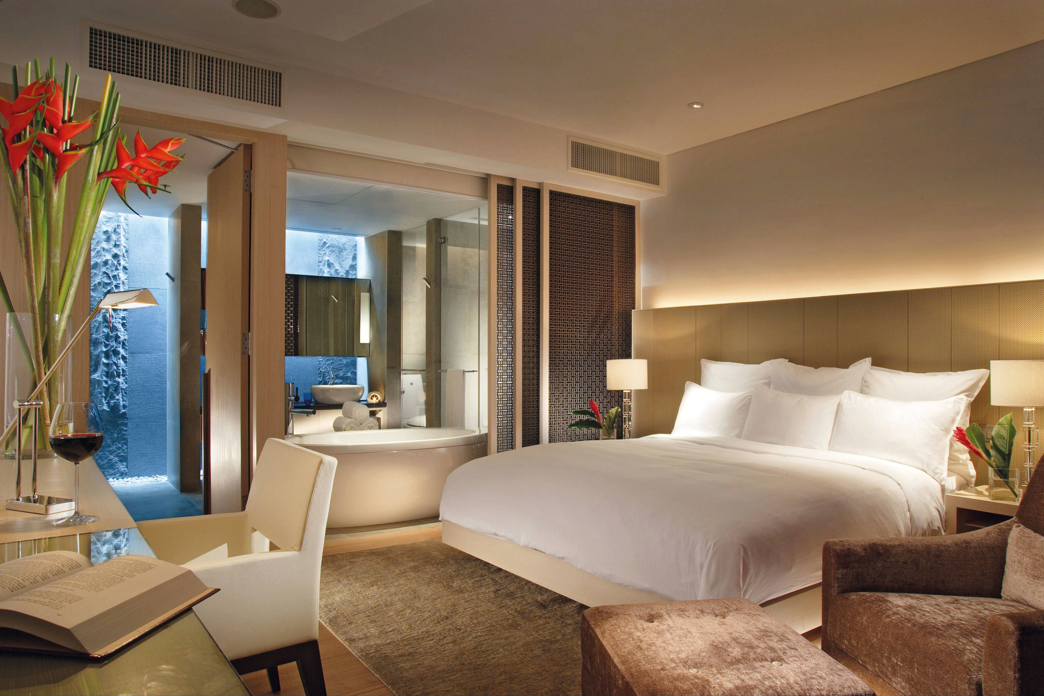 Luxury Singapore guest room