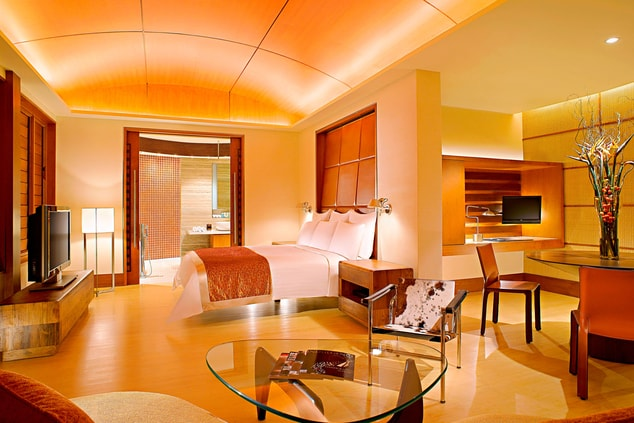 Luxury Singapore hotel suite
