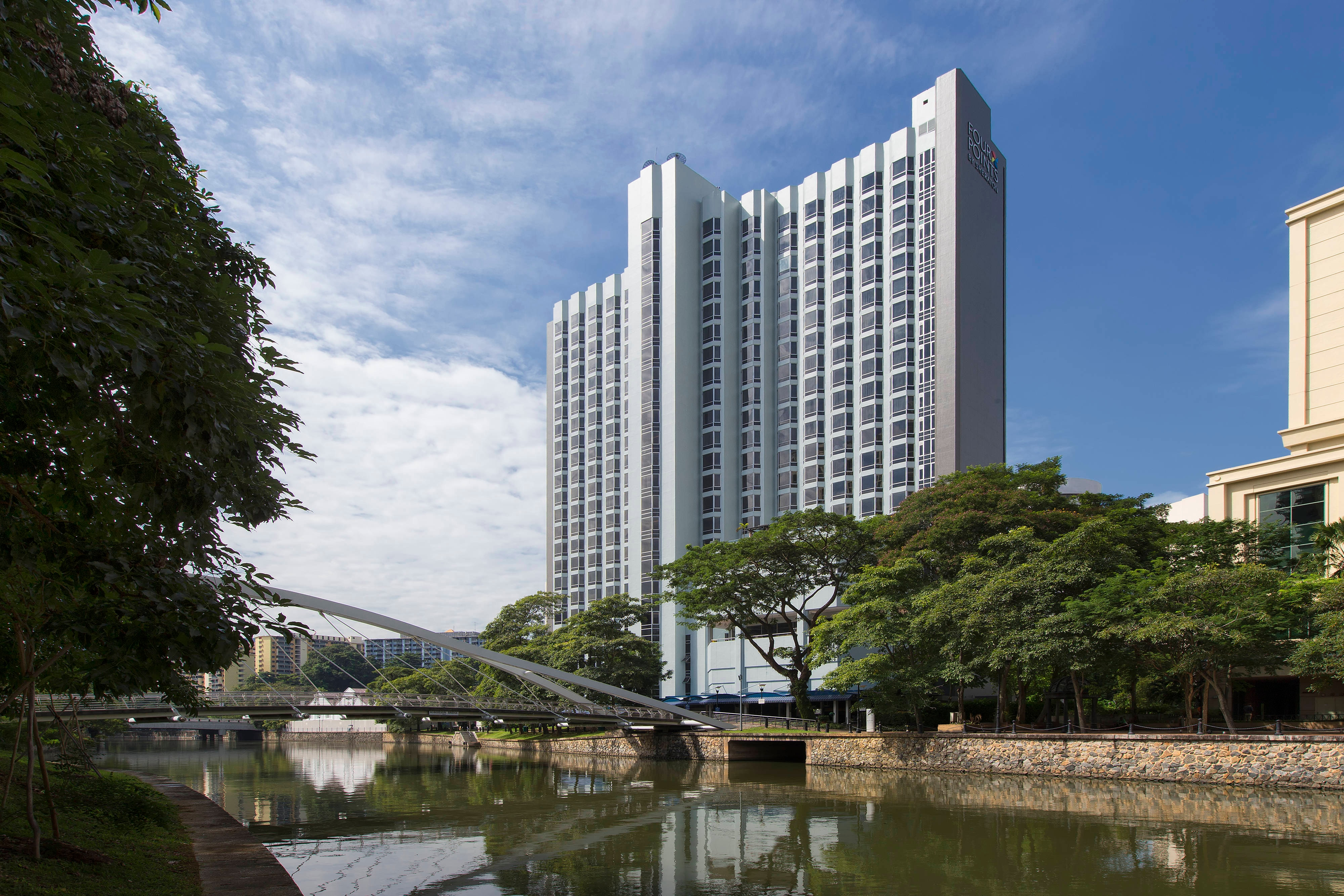 Hotel Exterior Singapore River and Robertson Bridge Day View