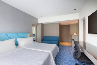 Twin Twin Family City View Guest Room