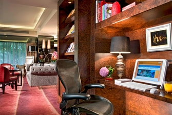 Towers Executive Lounge - Internet Workstation