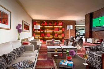 Towers Executive Lounge - Library