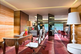 Towers Executive Lounge - Reception