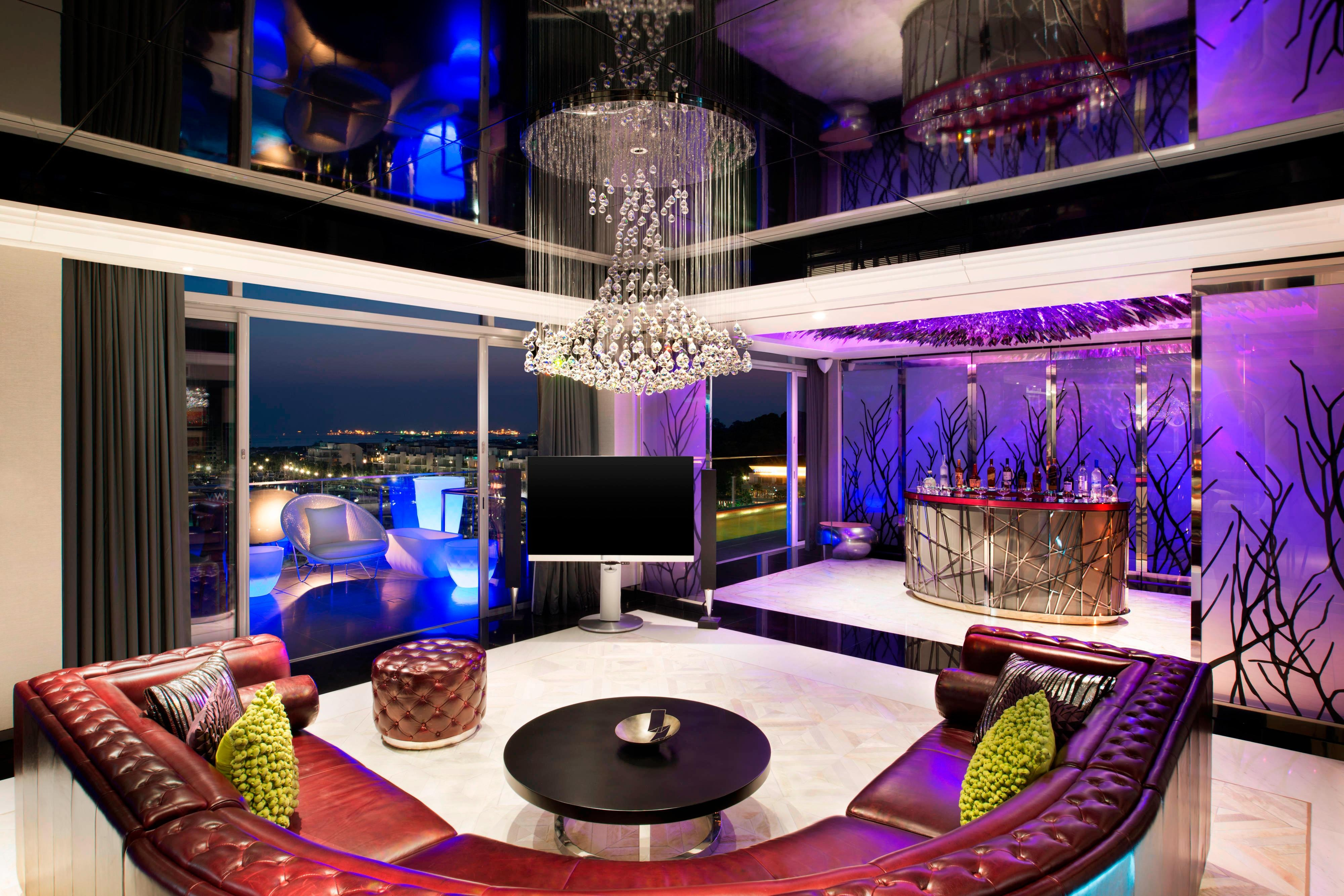 Extreme WOW Suite - Living Room