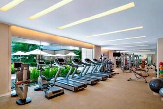 24 小时健身中心