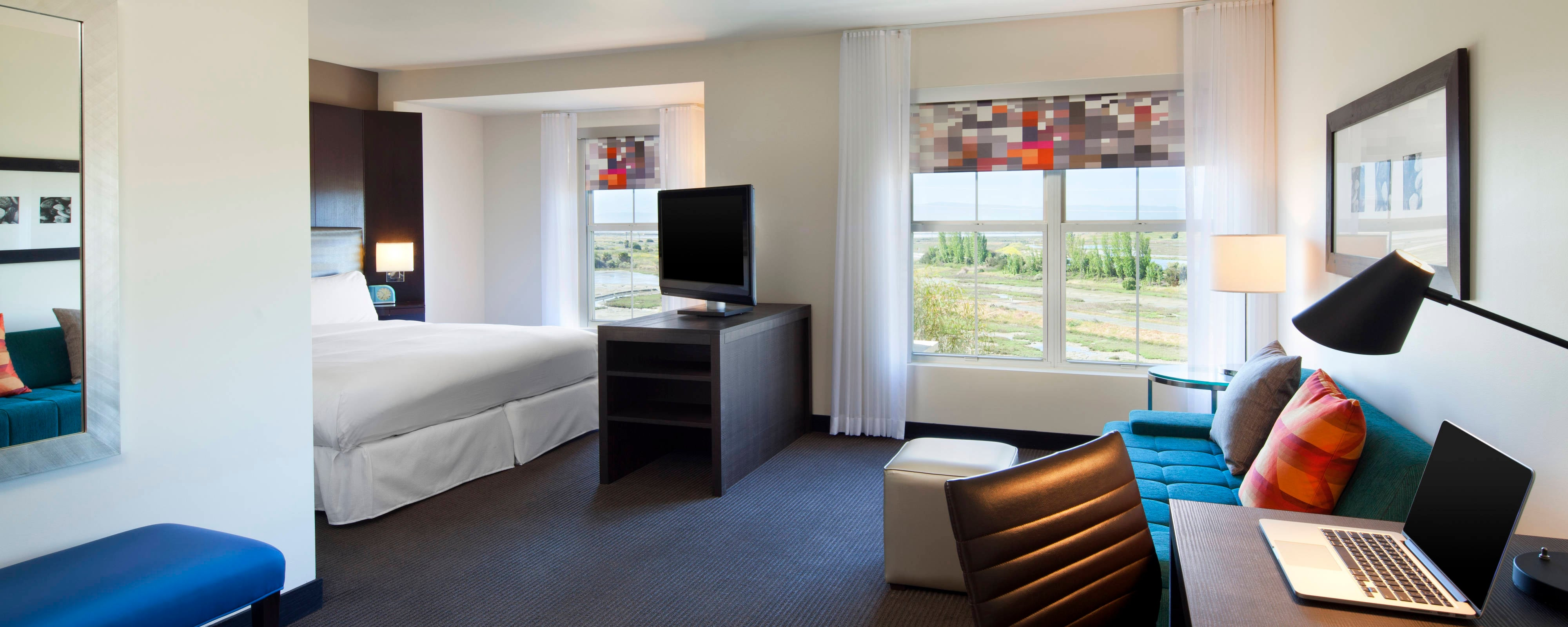 Aloft King Suite (with Laptop)