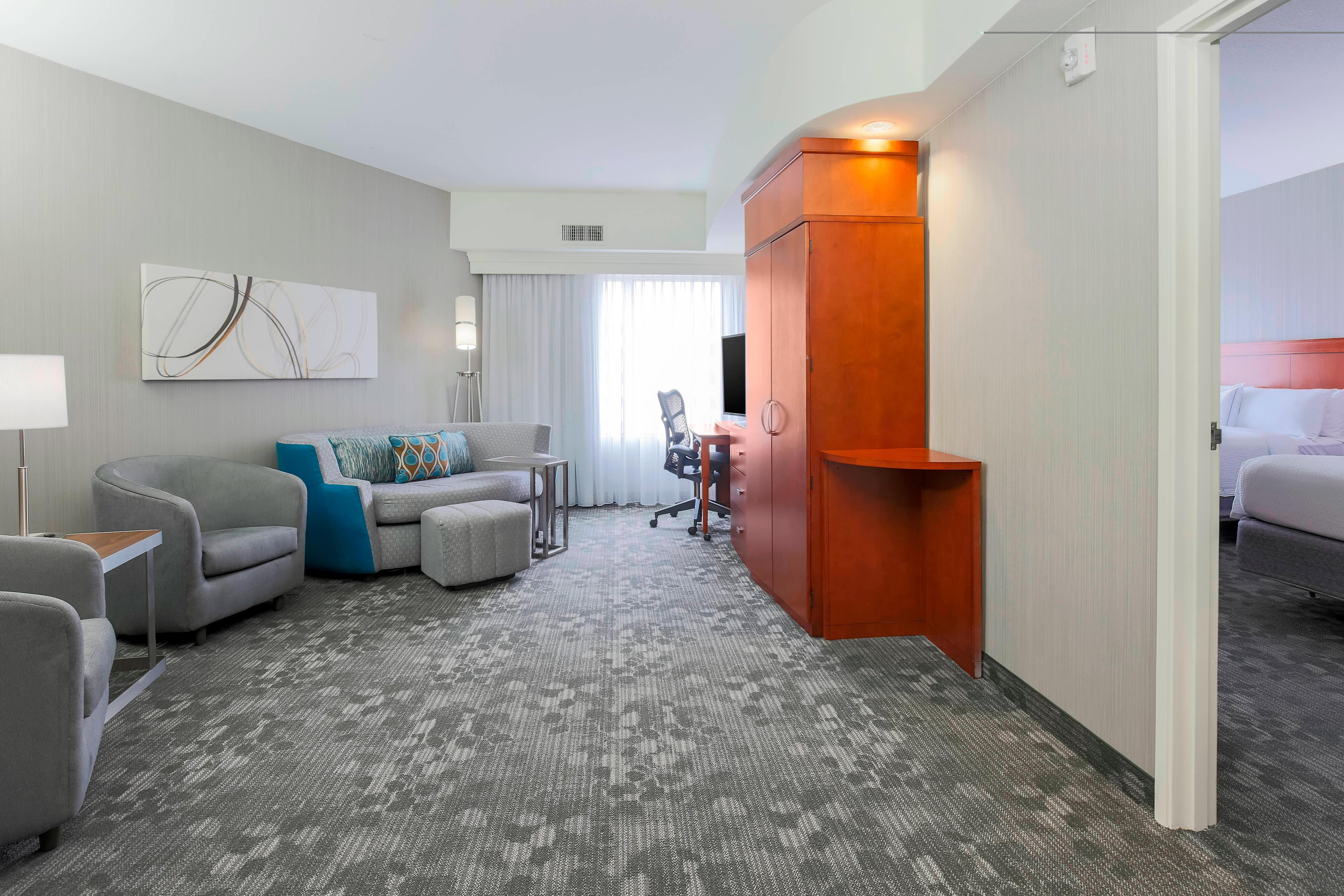 Queen/Queen Suite - Living & Working Areas