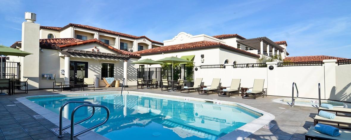 サンタクルーズ・ホテルの屋外プールとジェットバス