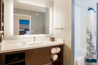 One-Bedroom Suite Bathroom