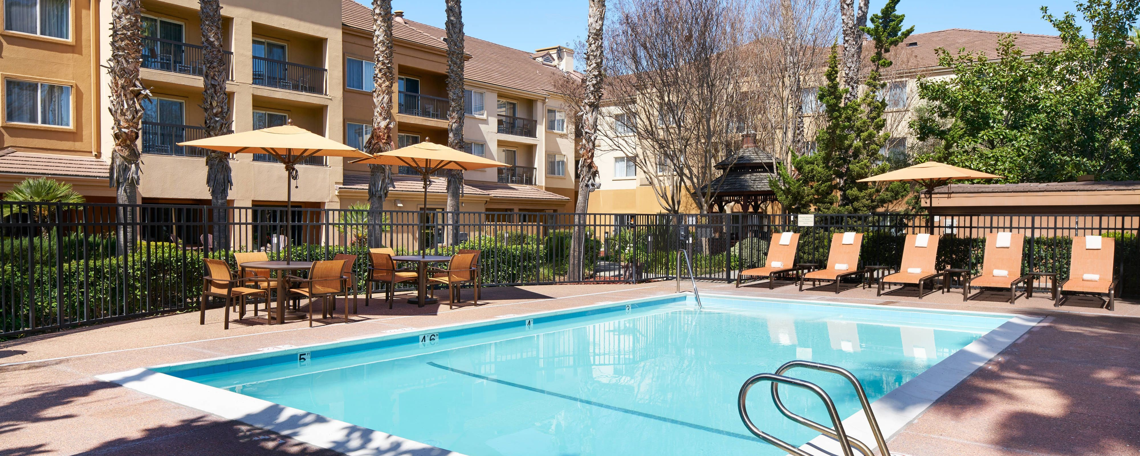 Milpitas Hotel With Outdoor Pool Courtyard Milpitas Silicon Valley