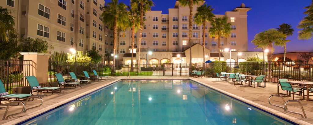 newark hotel with outdoor pool
