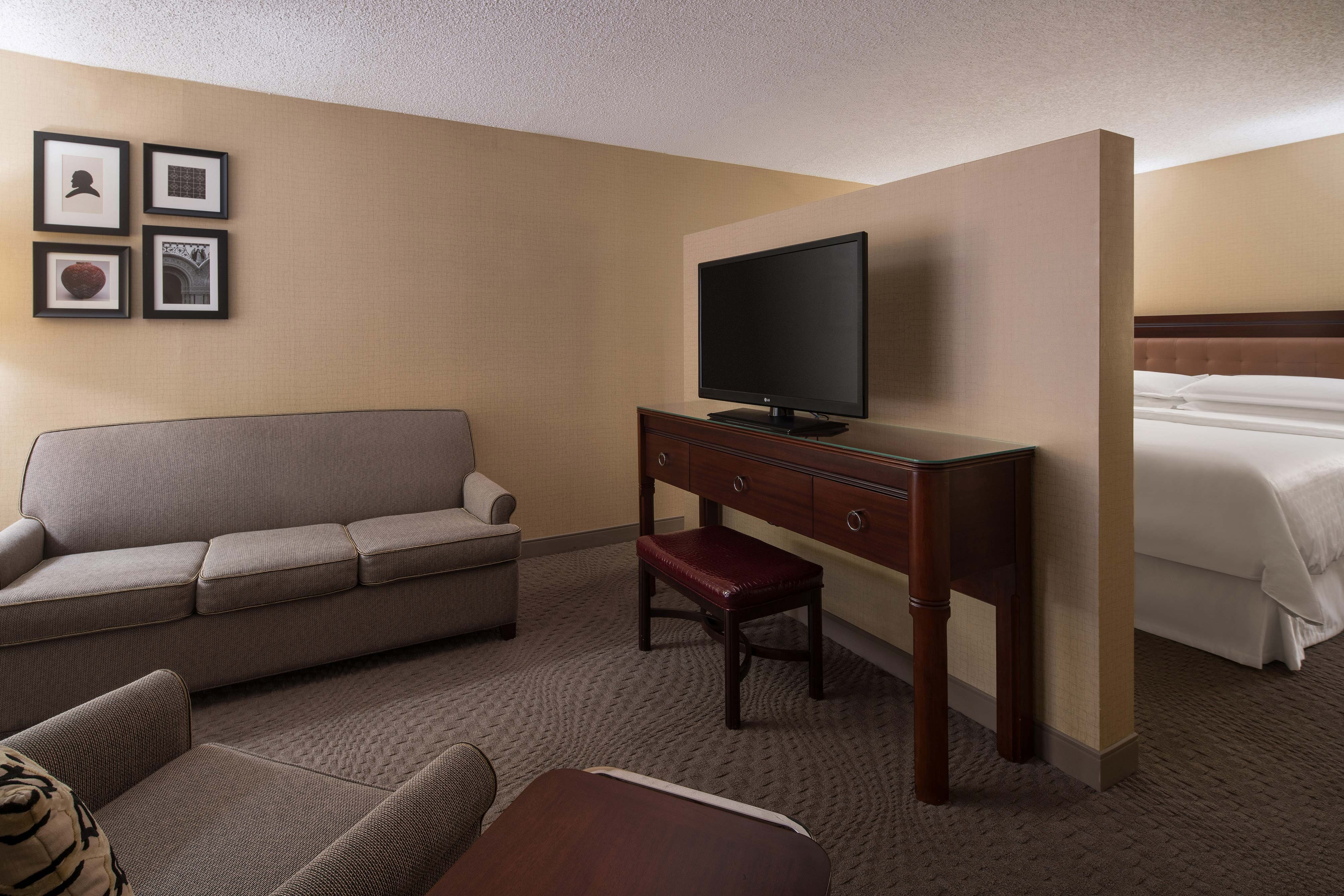 King Deluxe Club Guest Room