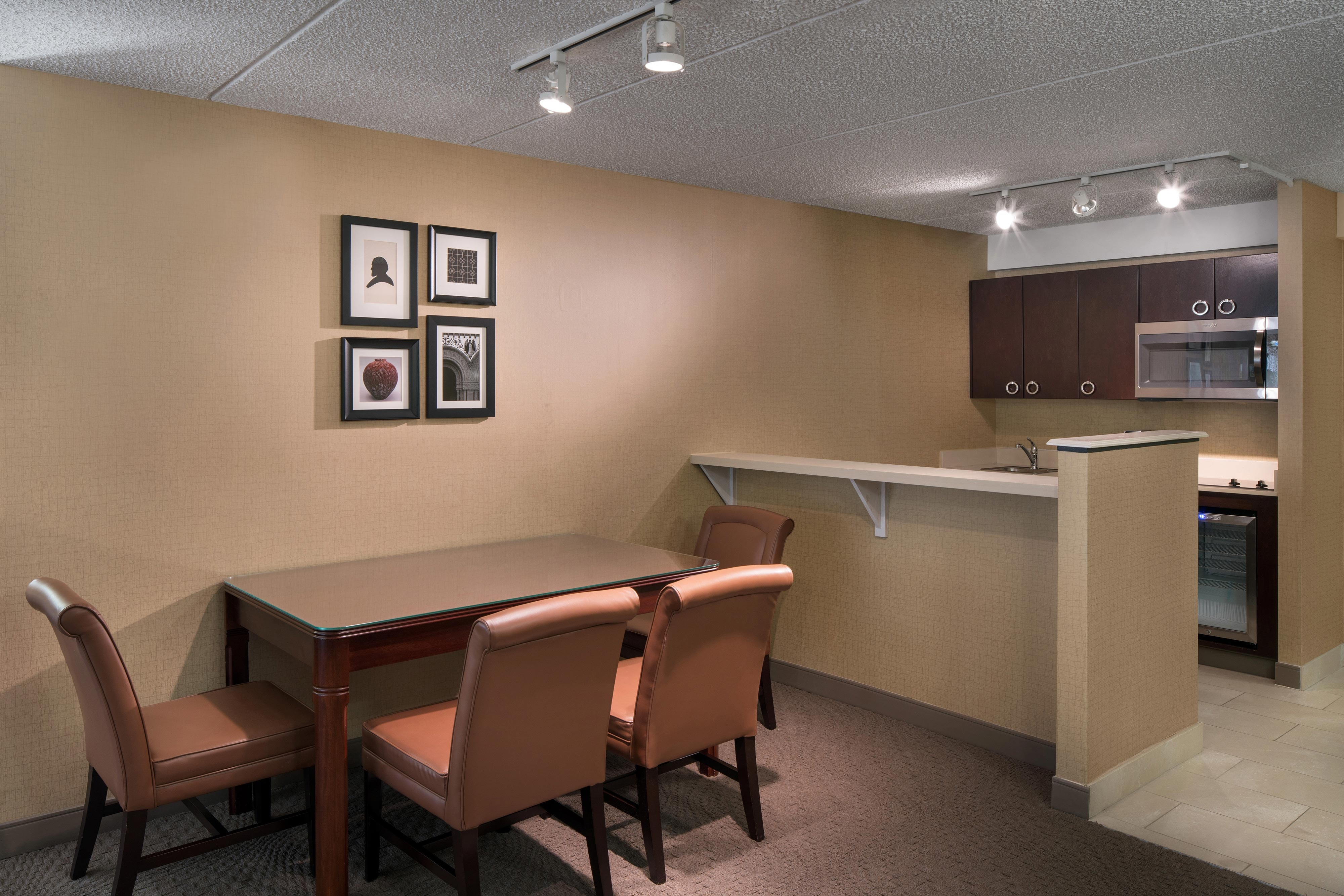 Hospitality Suite - Kitchenette And Dining Room
